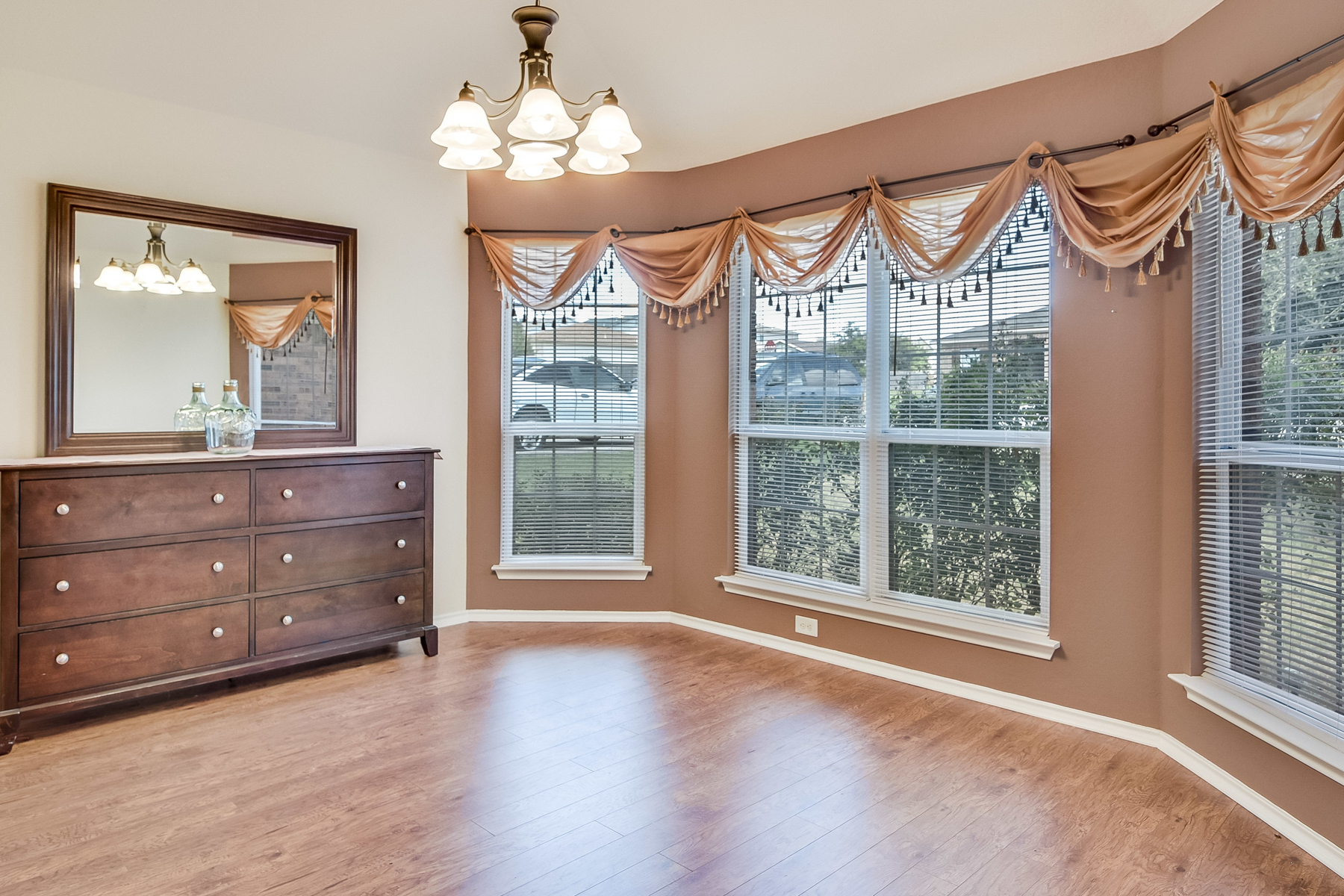 Additional photo for property listing at Cute Gem in Forest Meadows 6106 Pleasant Meadows San Antonio, Texas 78222 Estados Unidos