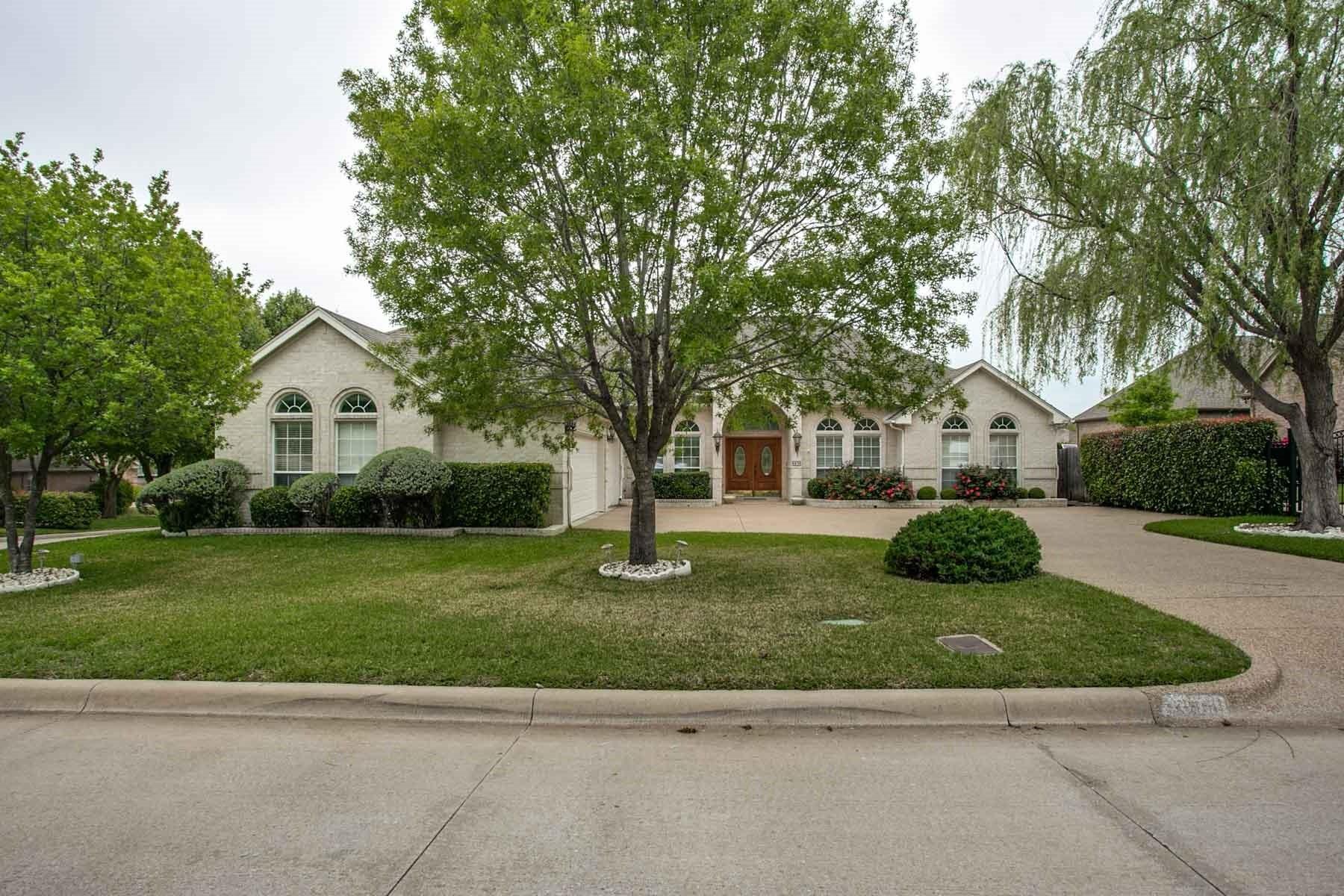 Moradia para Venda às Immaculately Maintained One-Story Home 6936 Vista Ridge Court Fort Worth, Texas, 76132 Estados Unidos