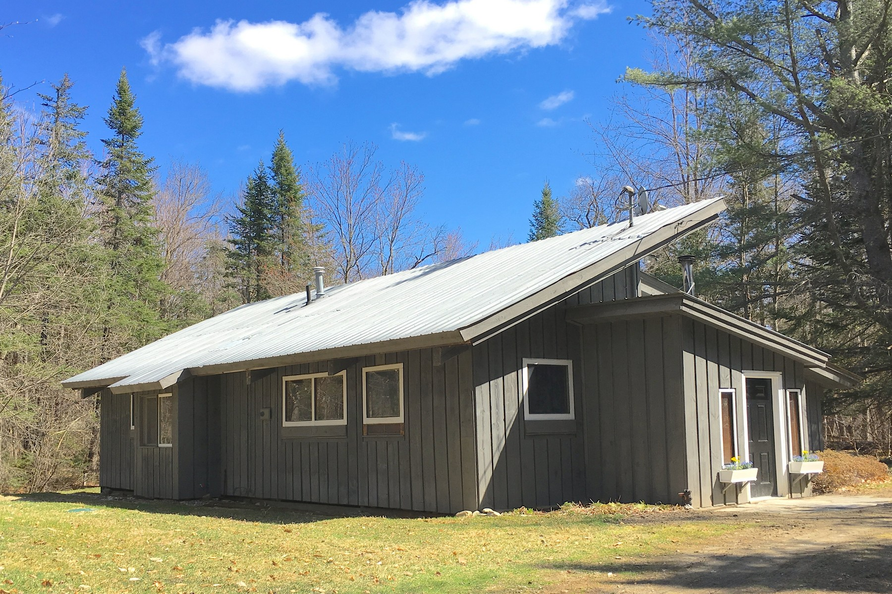 Single Family Home for Sale at 1005 Boynton Road, Londonderry 1005 Boynton Rd Londonderry, Vermont, 05148 United States