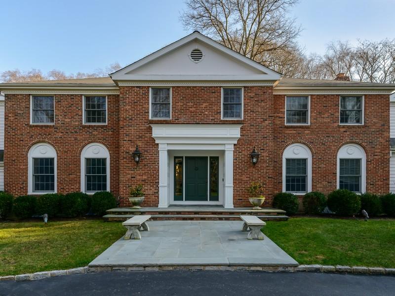 獨棟家庭住宅 為 出售 在 Colonial 22 Farmstead Ln Brookville, 紐約州, 11545 美國
