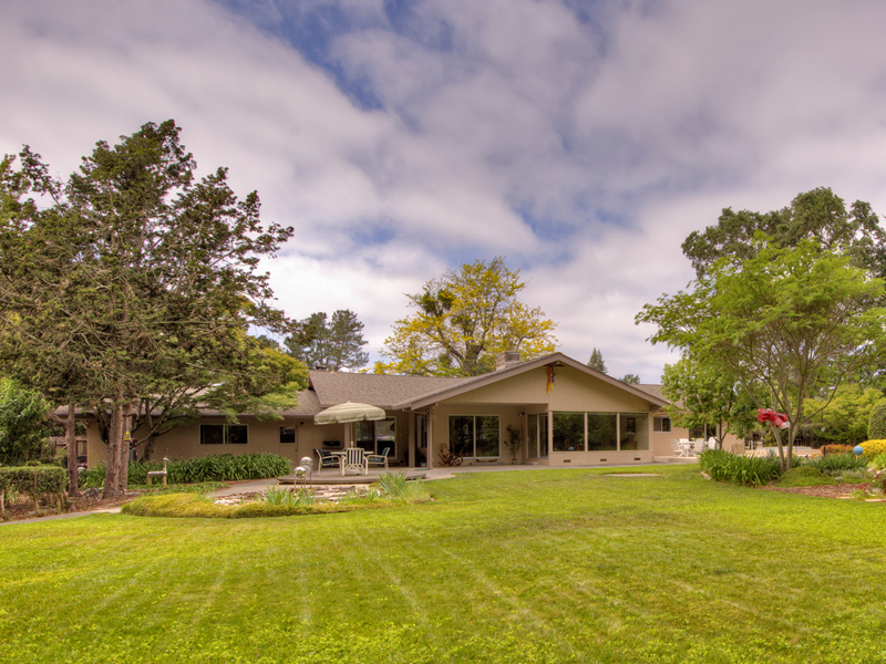 Maison unifamiliale pour l Vente à 1030 Lorraine Dr, Napa, CA 94558 1030 Lorraine Dr Napa, Californie 94558 États-Unis