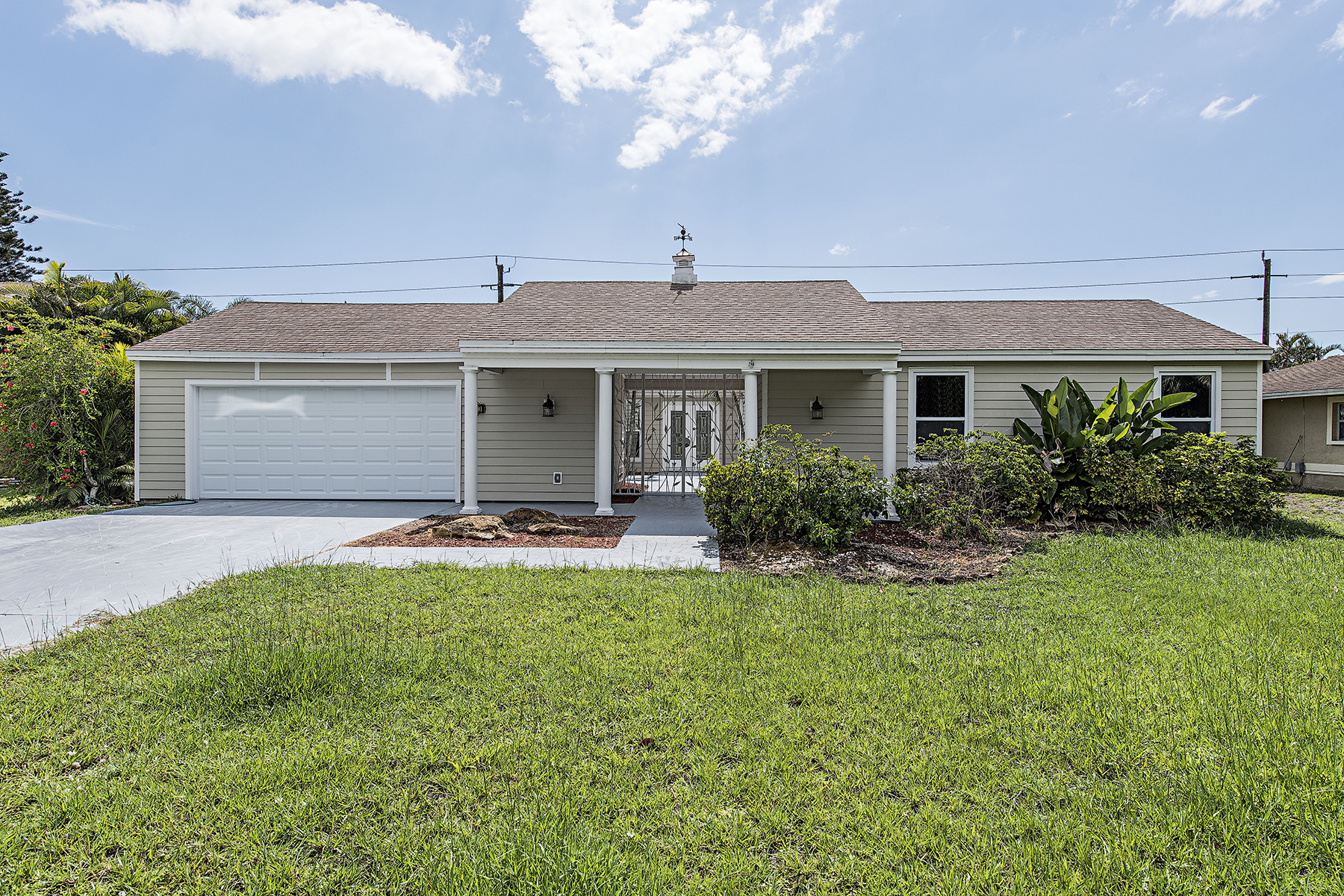 Single Family Home for Sale at Kings Lake 2243 Kings Lake Blvd Naples, Florida, 34112 United States
