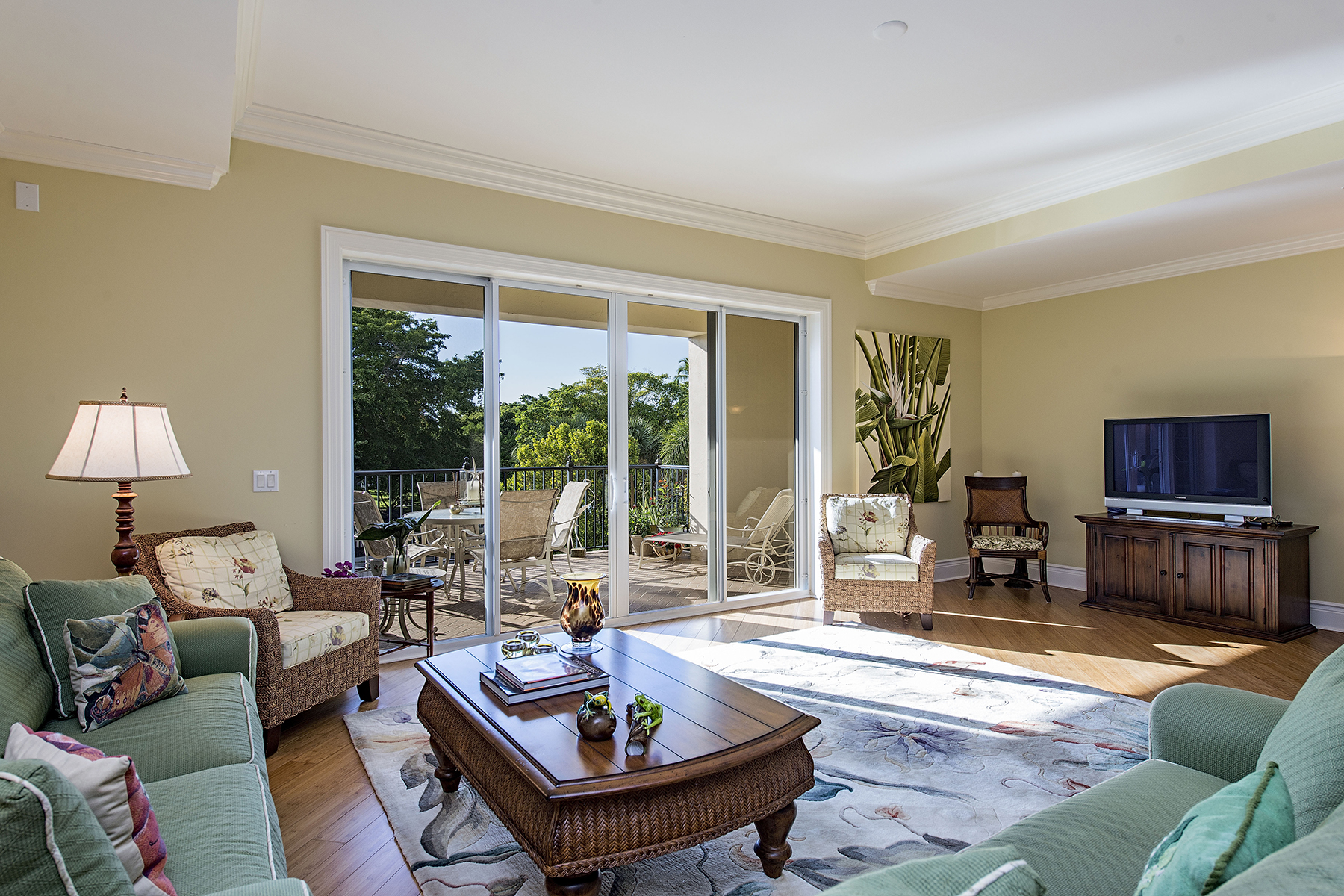 Condomínio para Venda às COQUINA SANDS - CHARLESTON SQUARE 1400 Gulf Shore Blvd N 205 Naples, Florida 34102 Estados Unidos