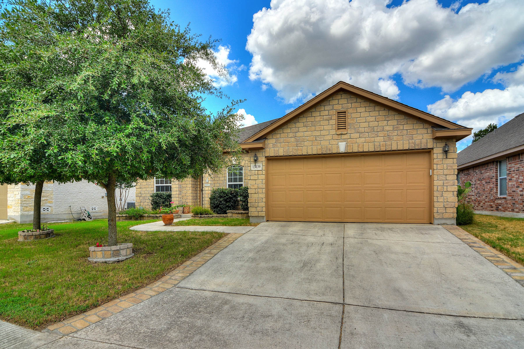 Single Family Home for Sale at Adorable 1-Story Home in Bavarian Forest 13039 Moselle Forest Helotes, Texas 78023 United States