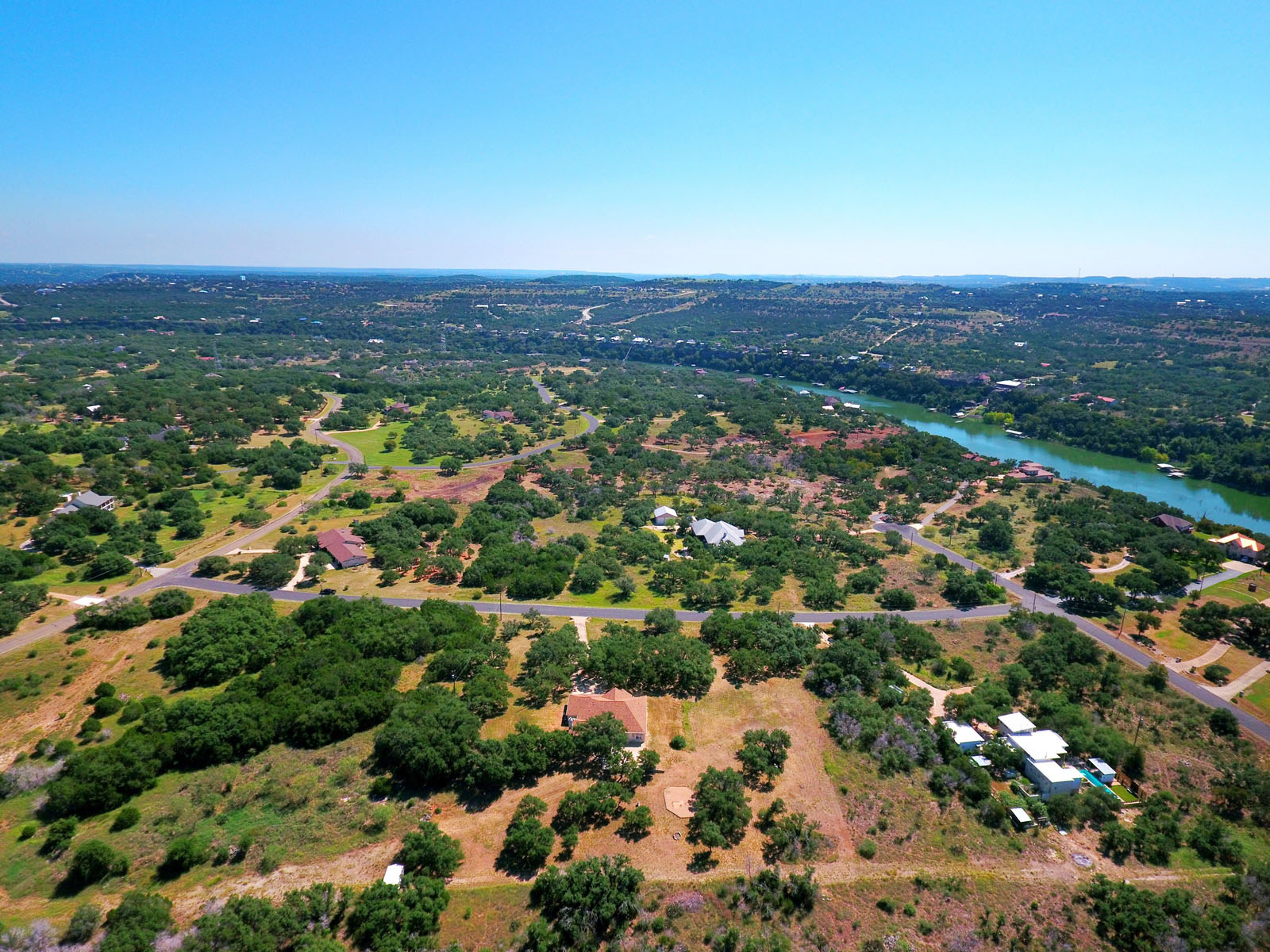 Additional photo for property listing at Waterfront Community Living 2706 Indian Divide Rd Spicewood, Texas 78669 Estados Unidos