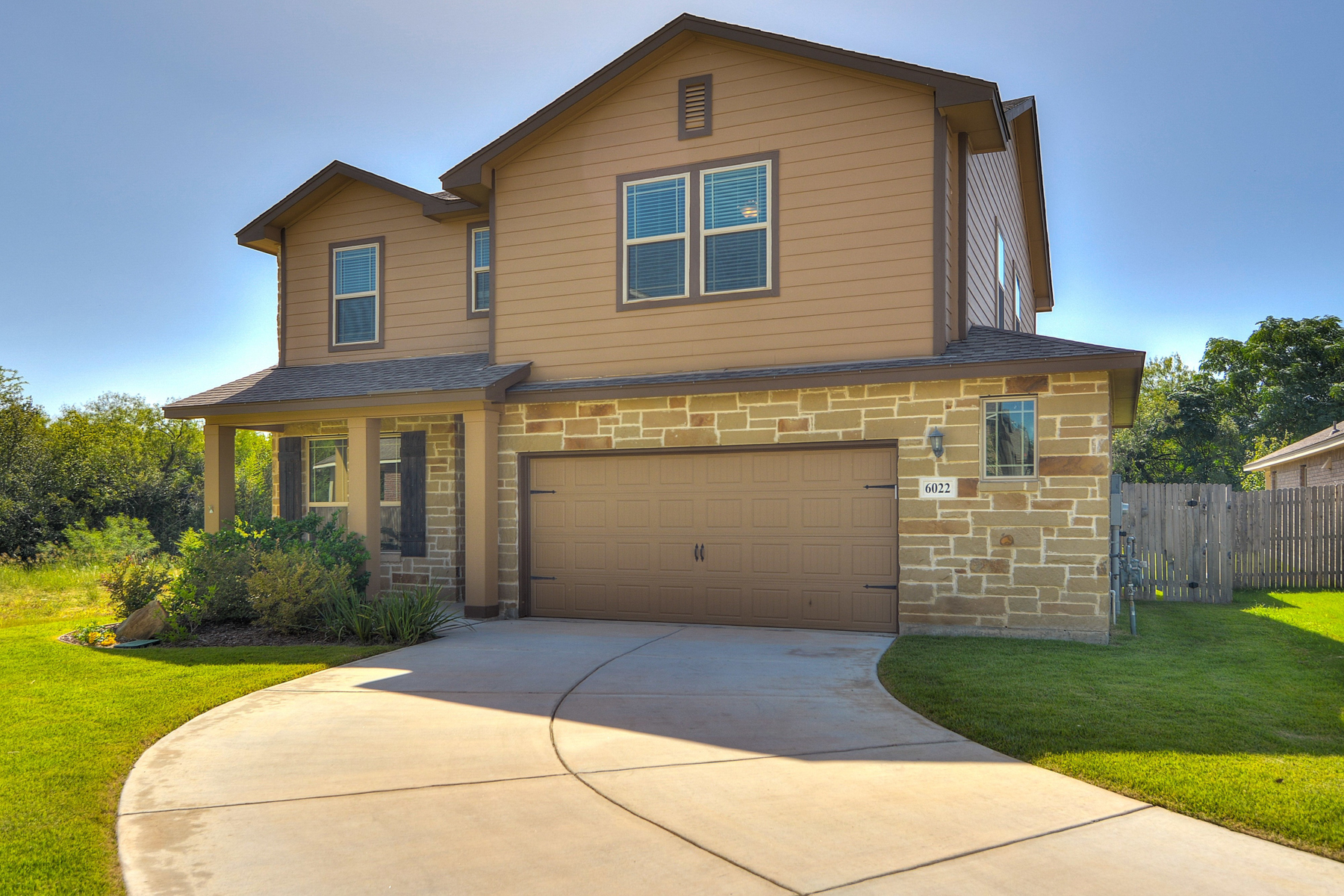 Additional photo for property listing at Move-In Ready Gem in The Trails at Providence 6022 Venado Trl San Antonio, Texas 78240 Estados Unidos