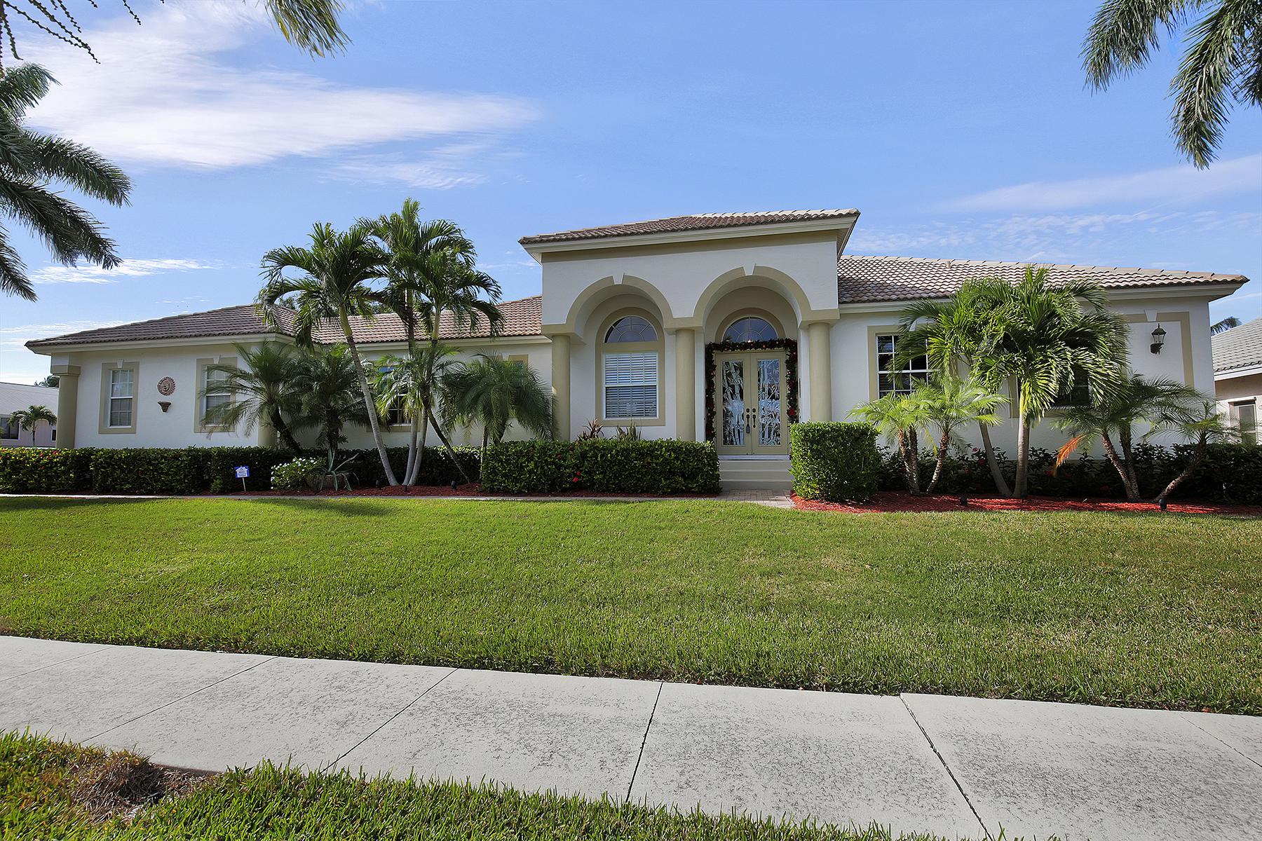 Casa Unifamiliar por un Venta en MARCO ISLAND - WATERFALL COURT 1799 Waterfall Ct Marco Island, Florida 34145 Estados Unidos