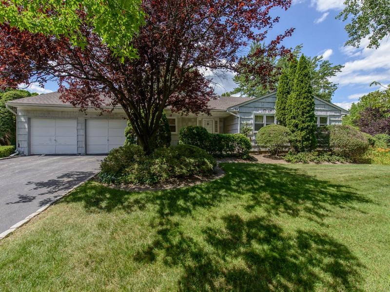 独户住宅 为 销售 在 Ranch 35 Birchdale Ln 华盛顿港, 纽约州 11050 美国