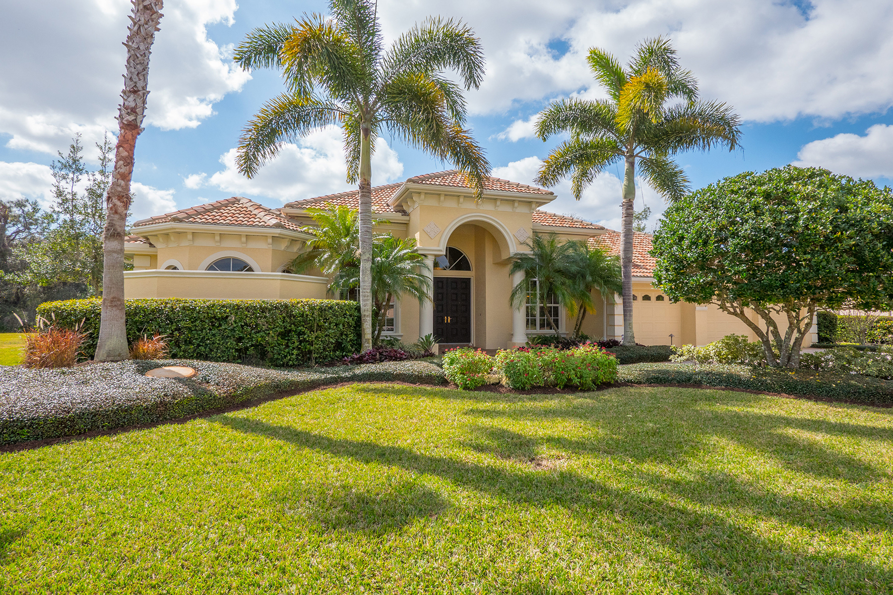 Single Family Home for Sale at LAKEWOOD RANCH 7024 Beechmont Terr Lakewood Ranch, Florida, 34202 United States
