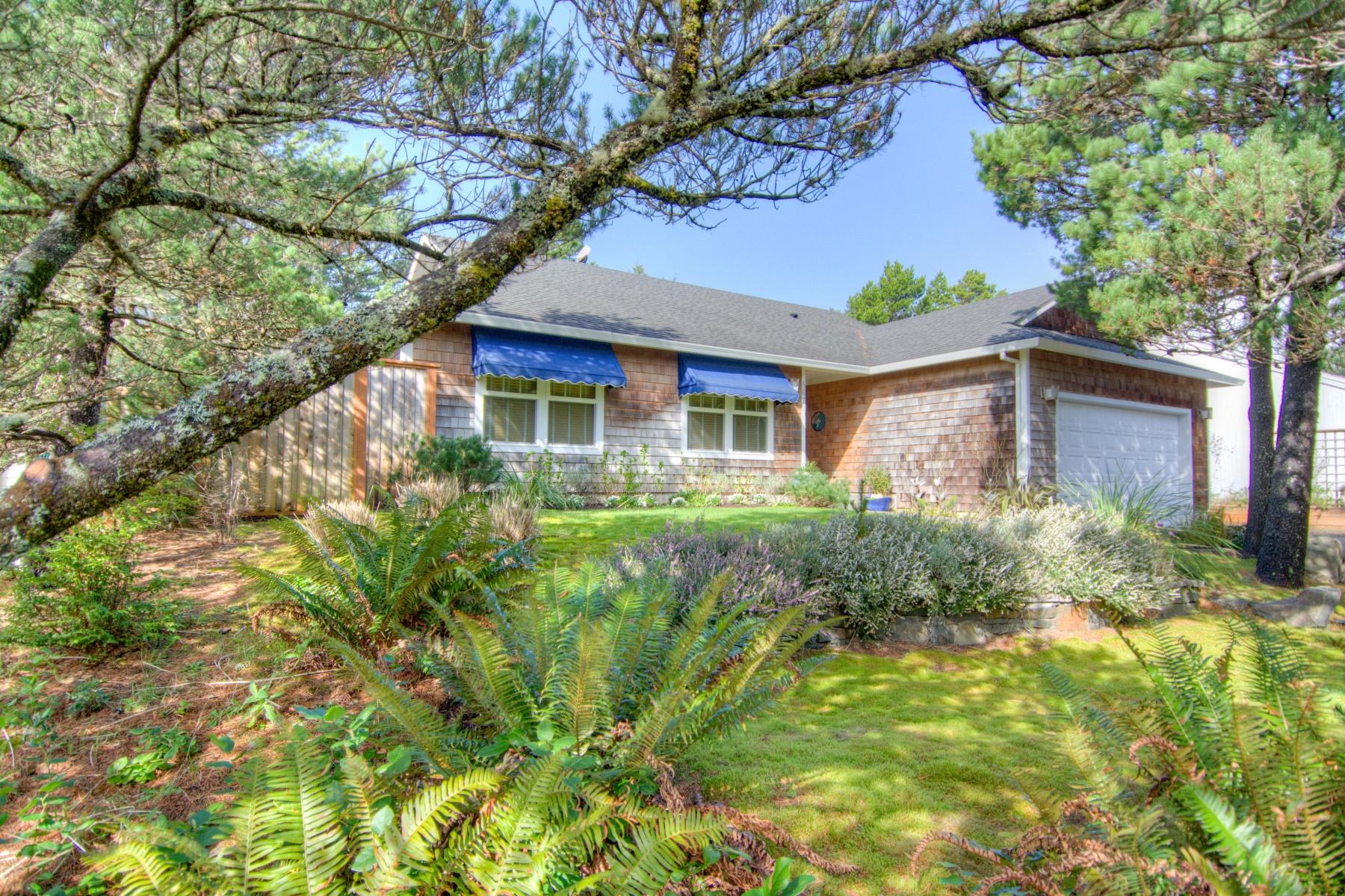 Nhà ở một gia đình vì Bán tại 867 LAKEVIEW, MANZANITA 867 LAKEVIEW Dr Manzanita, Oregon, 97130 Hoa Kỳ