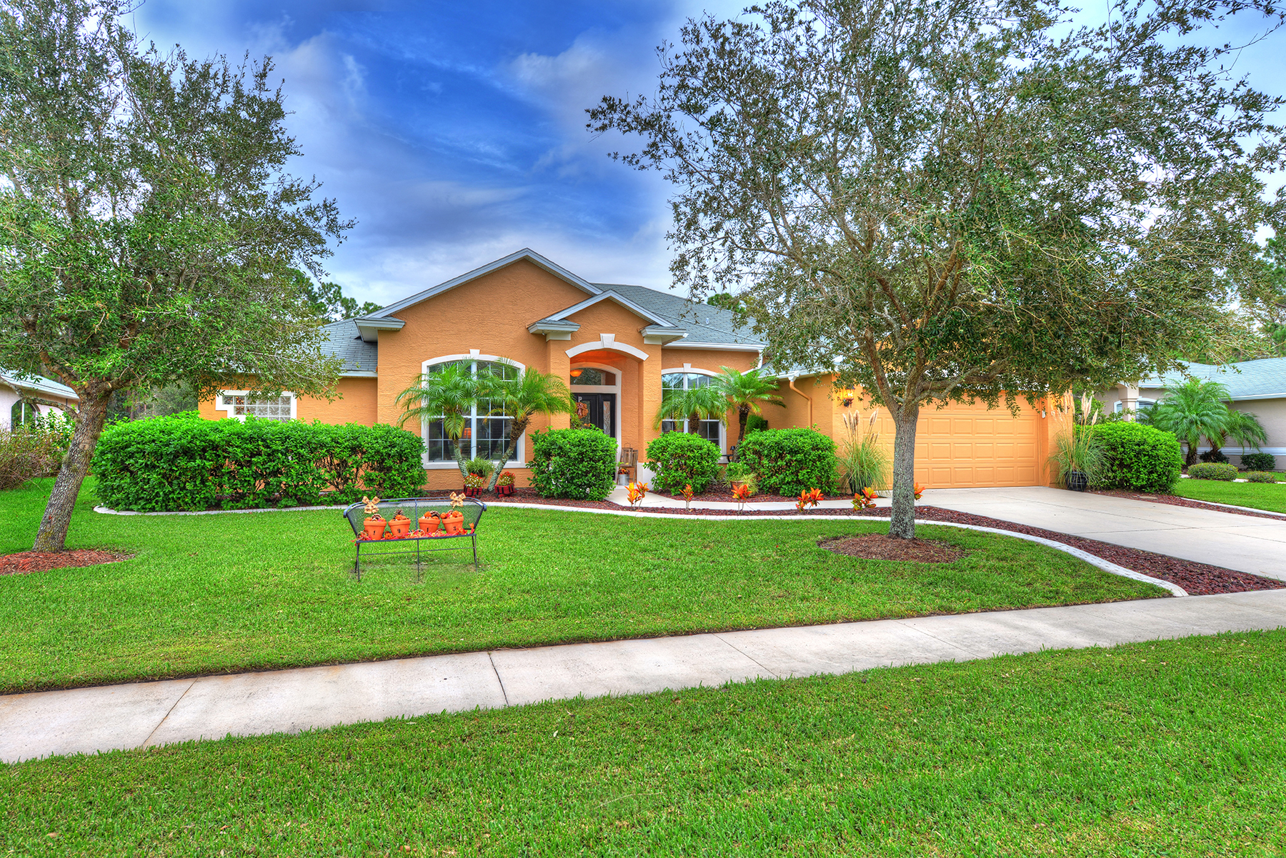 Villa per Vendita alle ore SPRUCE CREEK AND THE BEACHES 1913 Creekwater Blvd Port Orange, Florida, 32128 Stati Uniti
