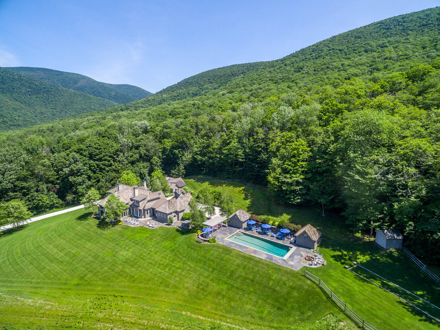 Casa Unifamiliar por un Venta en Top Of The World Views 190 Turkey Run Ln Dorset, Vermont, 05251 Estados Unidos