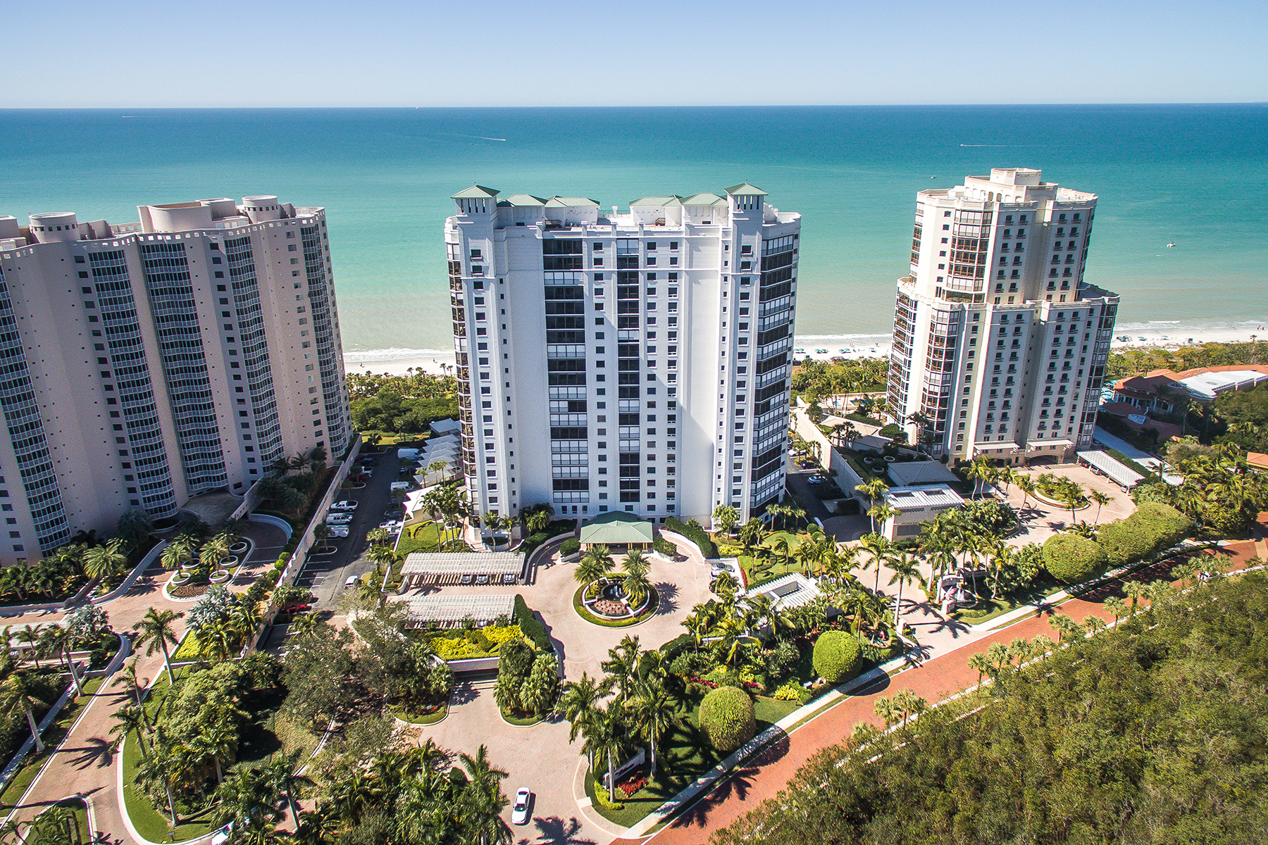 Condominio por un Venta en PELICAN BAY - BILTMORE AY BAY COLONY 8473 Bay Colony Dr 1502 Naples, Florida, 34108 Estados Unidos
