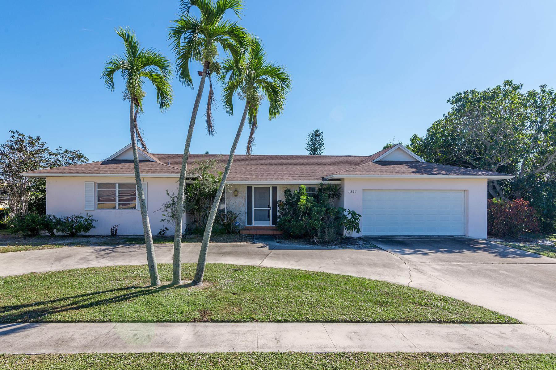 Villa per Vendita alle ore MARCO ISLAND - MULBERRY COURT 1263 Mulberry Ct Marco Island, Florida 34145 Stati Uniti