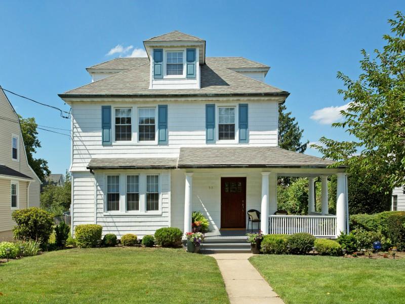 Casa para uma família para Venda às Colonial 53 George St Manhasset, Nova York 11030 Estados Unidos