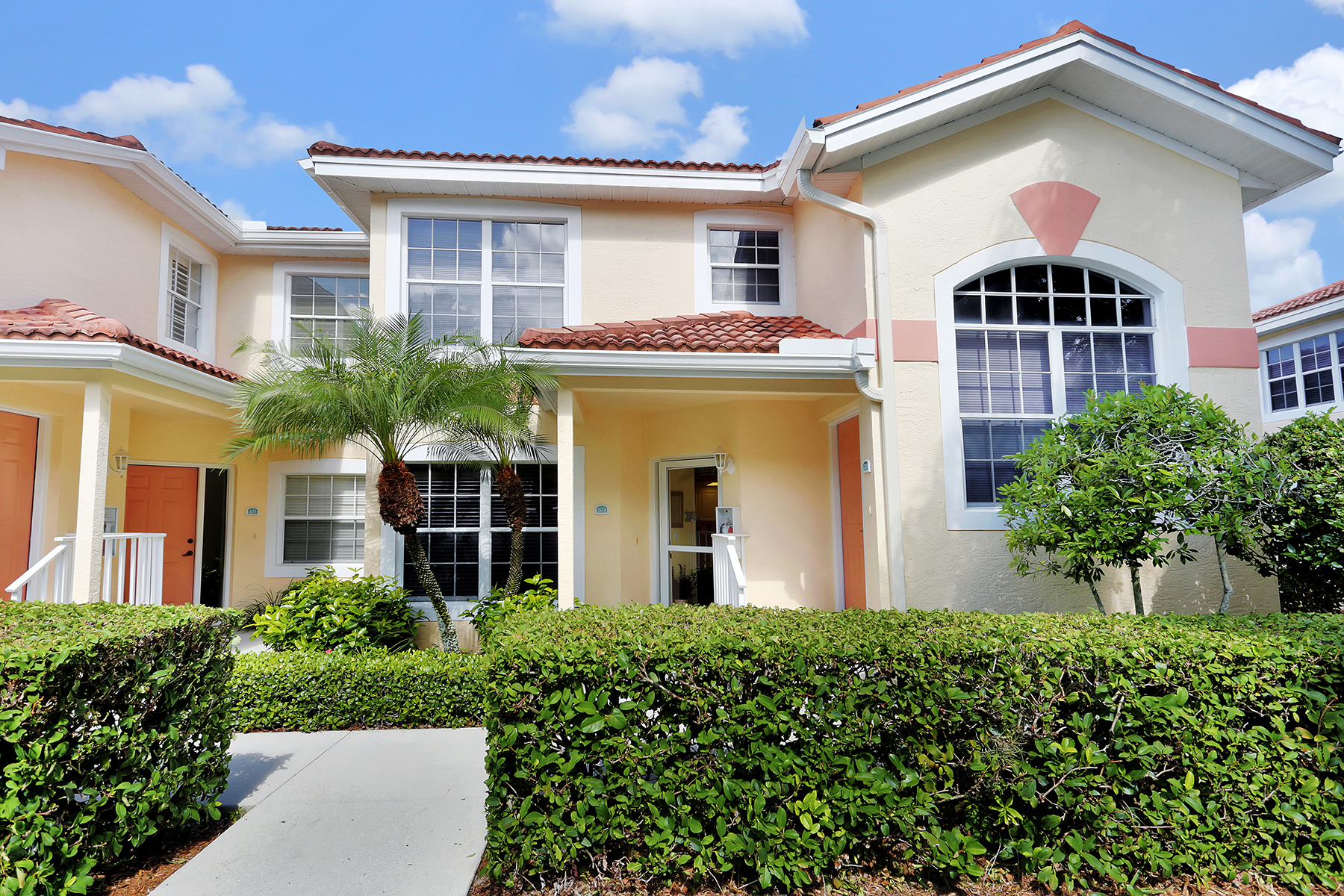 Condominio per Vendita alle ore PIPERS GROVE 7425 Plumbago Bridge Rd L-104 Naples, Florida 34109 Stati Uniti