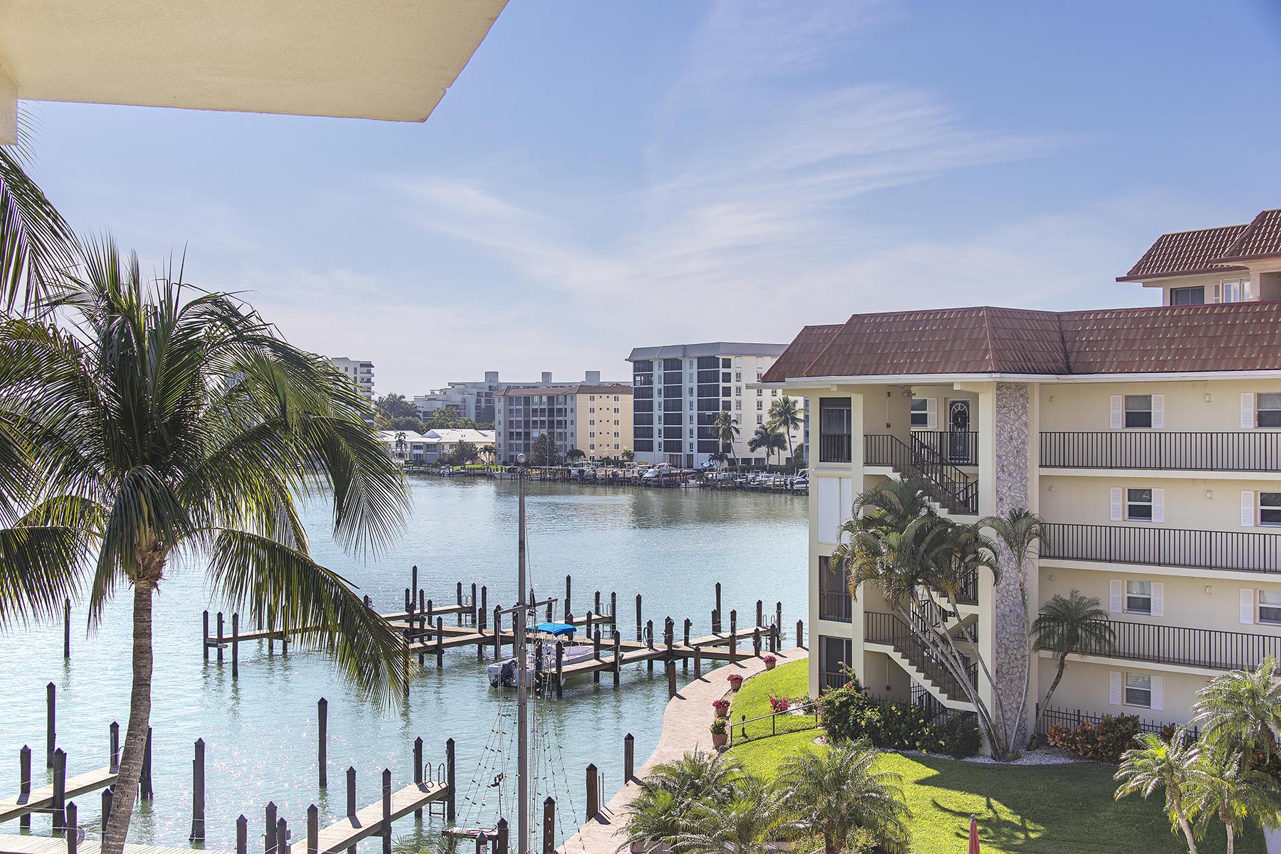 Copropriété pour l Vente à MOORINGS - COMMODORE CLUB 222 Harbour Dr 504 Naples, Florida 34103 États-Unis