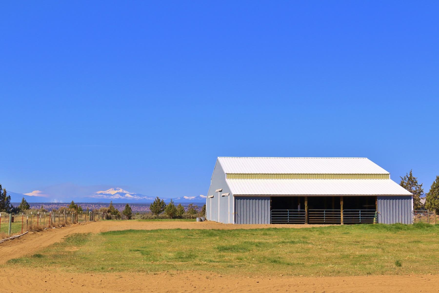 土地 为 销售 在 Cascade View Horse Property wBarn! 7697 N Hwy 97 泰勒伯恩, 俄勒冈州, 97760 美国