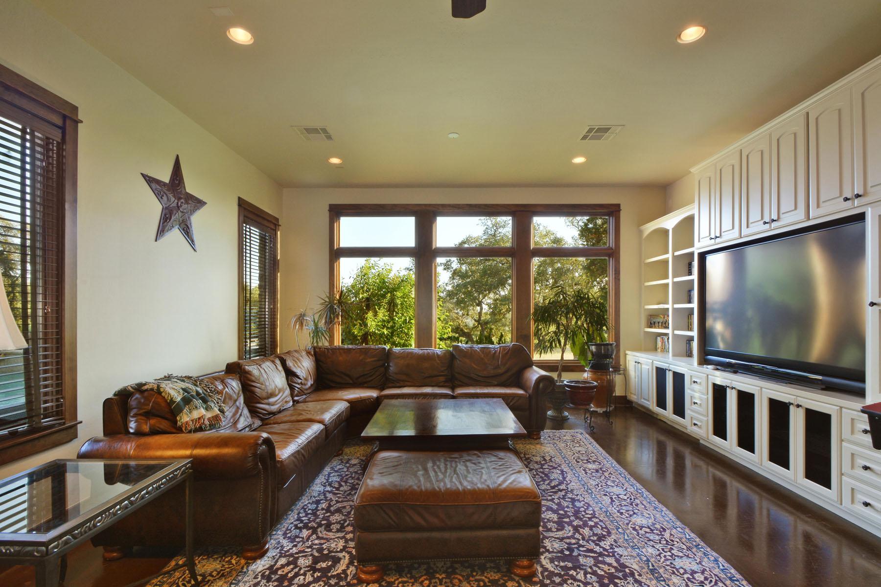 Additional photo for property listing at Fabulous Views and Privacy 8041 Carlton Ridge Cv Austin, Texas 78738 Estados Unidos