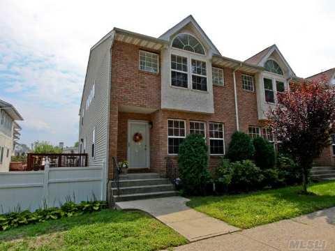 Condominium for Sale at Homeowner Assoc Glen Cove, New York, 11542 United States