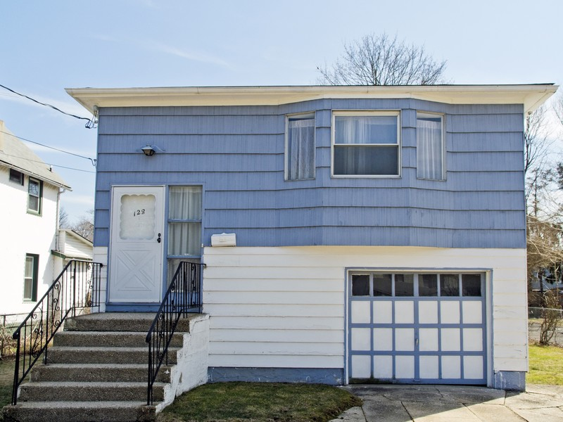 Single Family Home for Sale at Hi Ranch 128 Lillian Ave Freeport, New York 11520 United States