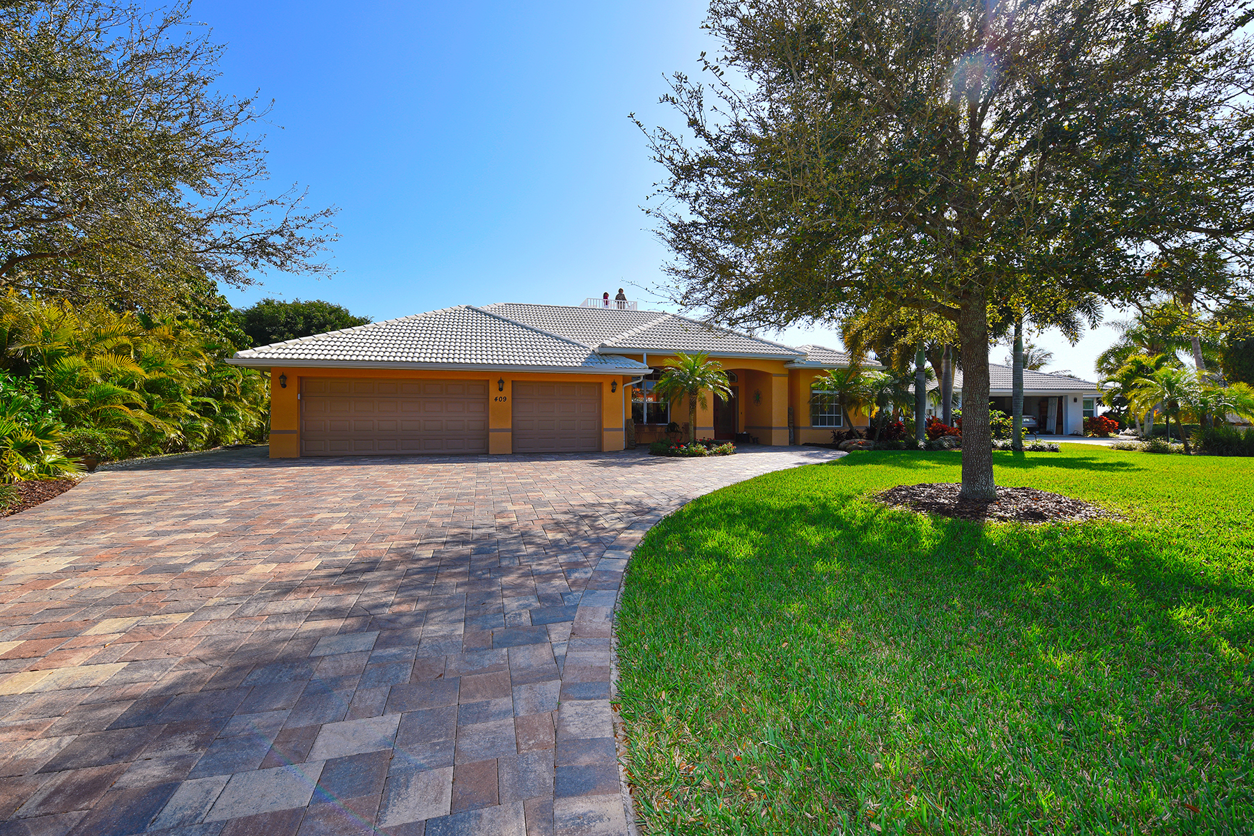 Single Family Home for Sale at BLACKBURN SHORES 409 Waterside Ln Nokomis, Florida 34275 United States