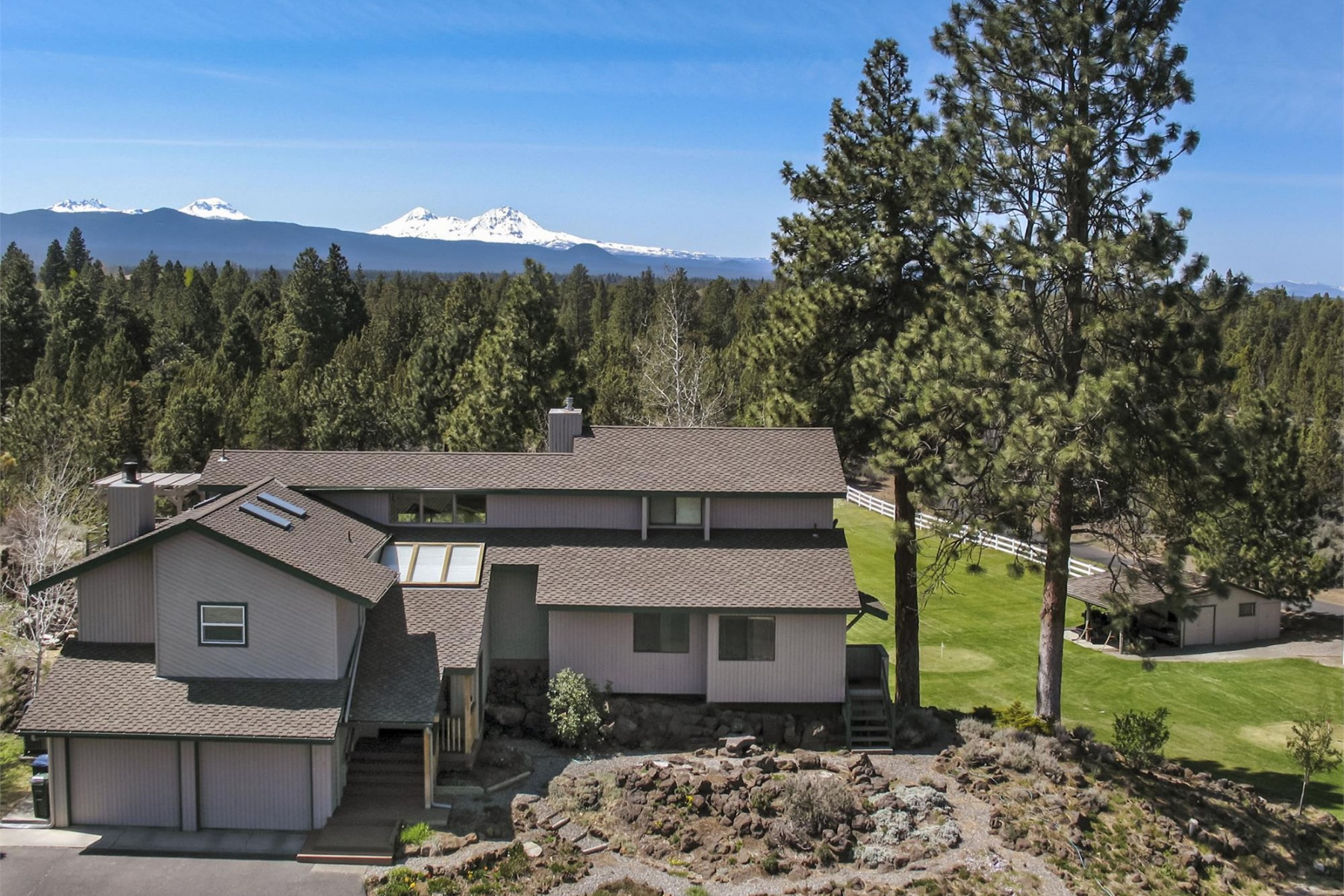 Single Family Home for Sale at 20123 Cox Lane, BEND 20123 Cox Ln Bend, Oregon, 97701 United States
