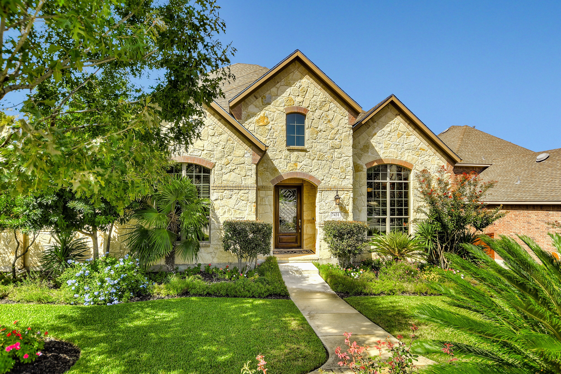 Single Family Home for Sale at Breathtaking Home in Stonewall Estates 7431 Stonewall Hill Stonewall Estates, San Antonio, Texas, 78256 United States