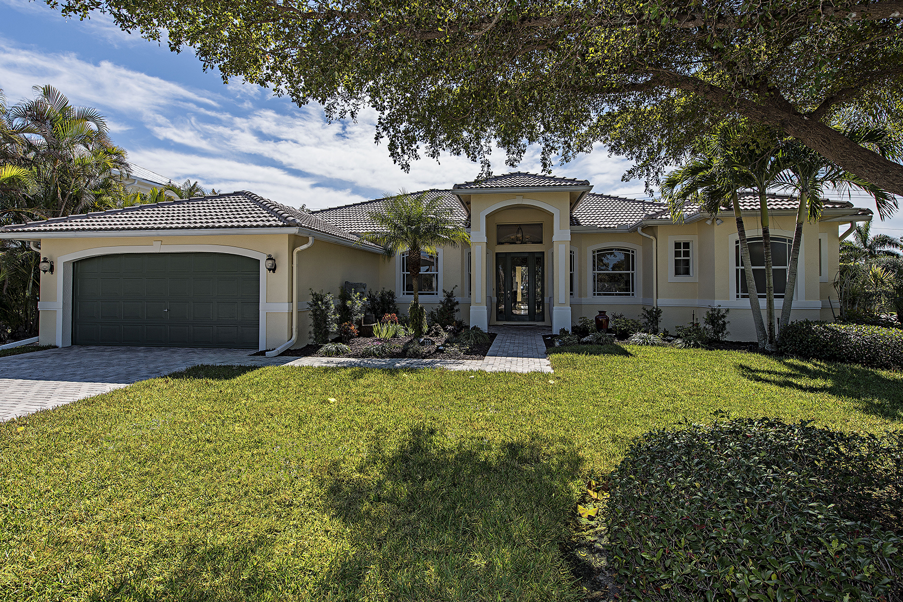 Single Family Home for Sale at OLDE NAPLES - GOLF DRIVE ESTATES 722 S Golf Dr Naples, Florida, 34102 United States