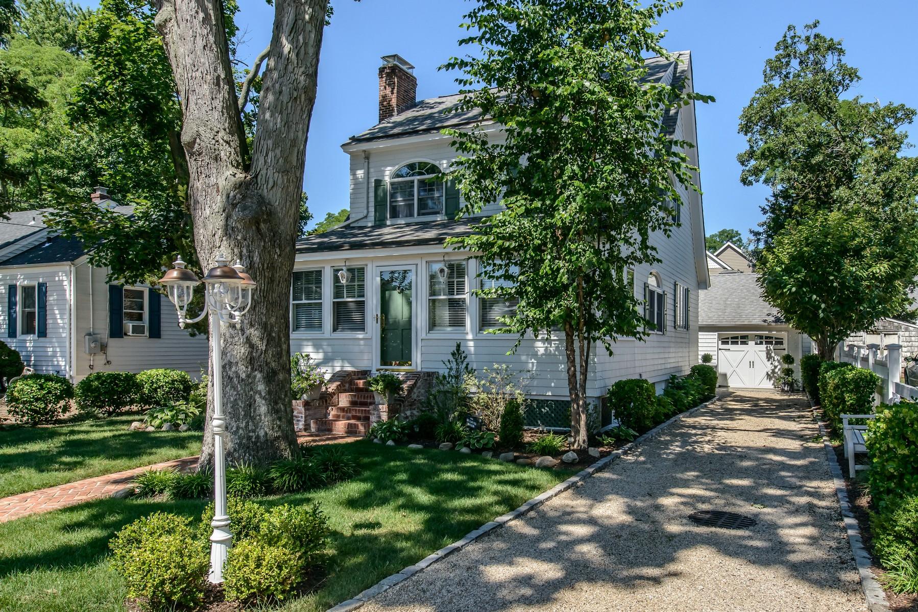 Nhà ở một gia đình vì Bán tại Cape 28 Washington Ave Bayville, New York, 11709 Hoa Kỳ
