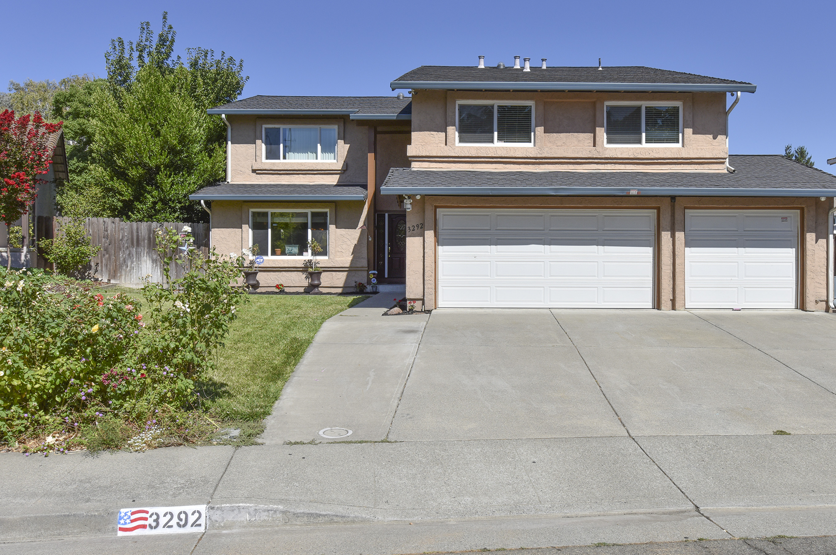 sales property at 3292 Arroyo Dr, Fairfield, CA 94533
