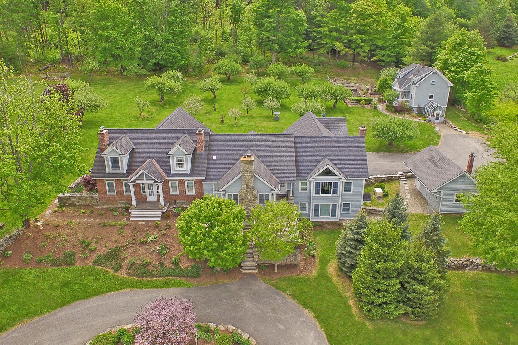 단독 가정 주택 용 매매 에 Gracious Country Living 1009 Middletown Rd Grafton, 베르몬트 05146 미국