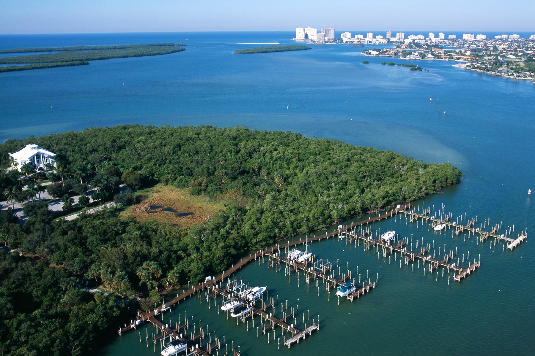 Terrain pour l Vente à MARCO ISLAND - WHISKEY CREEK 881 Whiskey Creek Dr Marco Island, Florida 34145 États-Unis