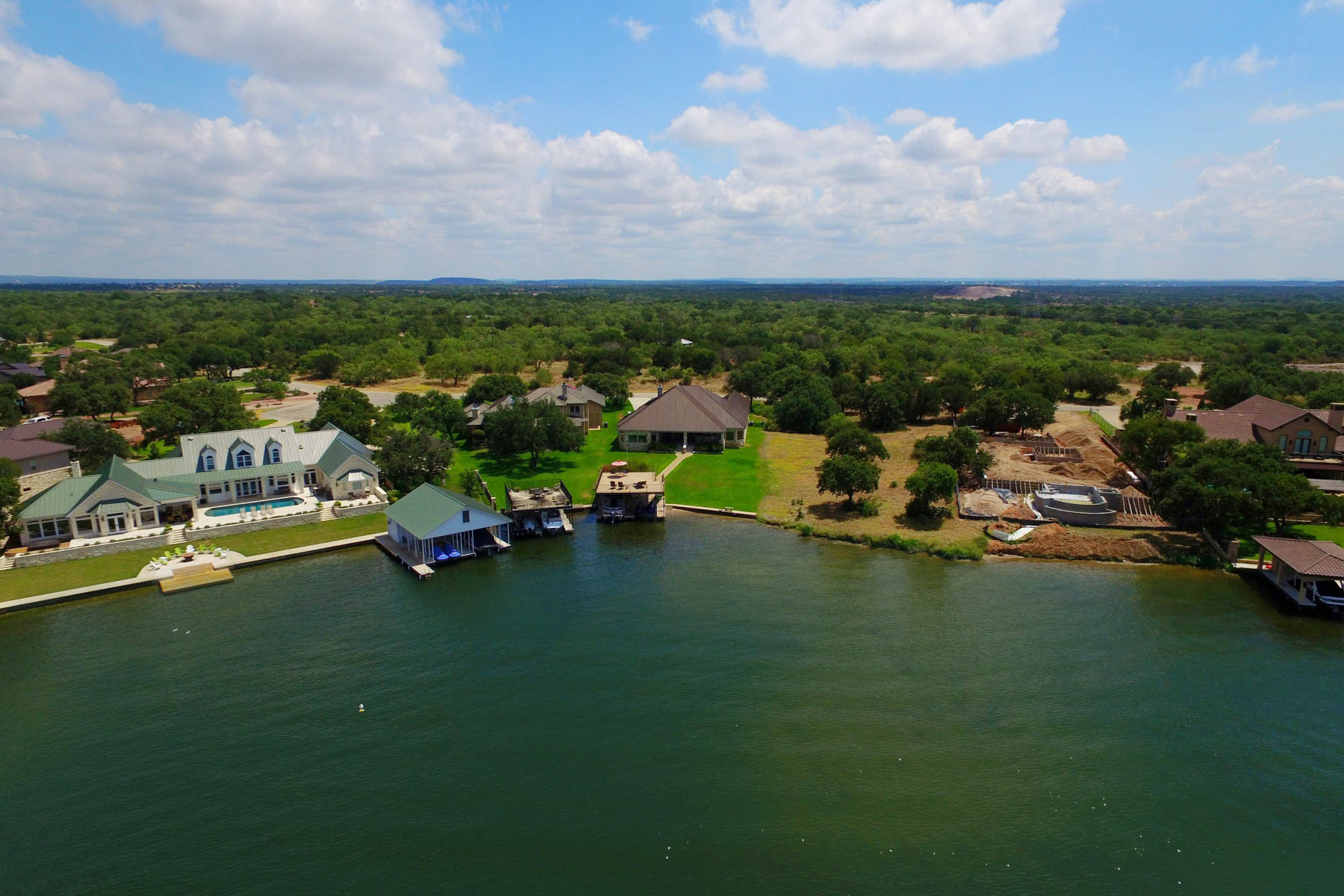 Additional photo for property listing at Absolute Paradise on Lake LBJ 125 Wilderness Cv Marble Falls, Texas 78654 Estados Unidos