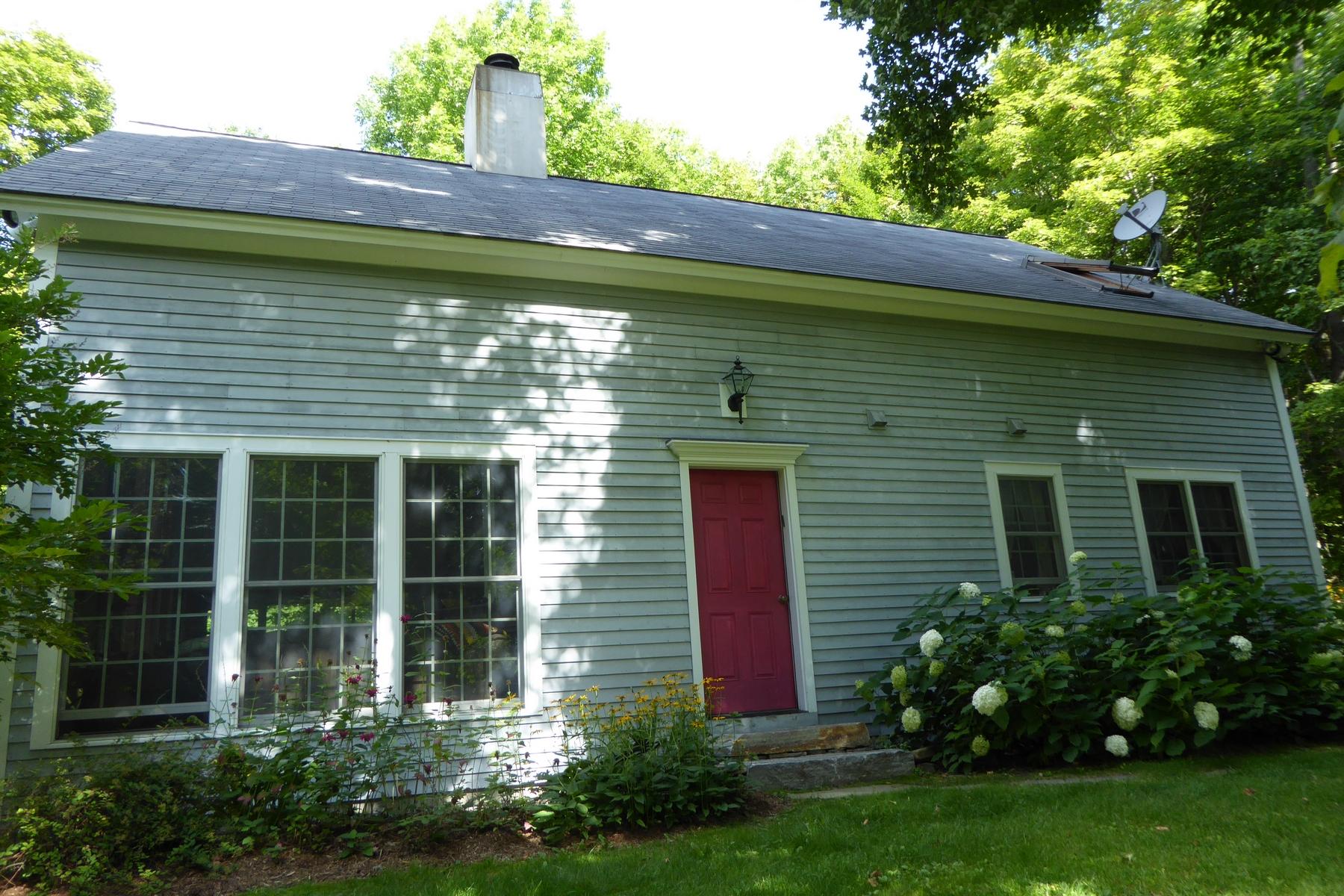 Casa para uma família para Locação às Close to Okemo & Bromley 533 Spruce Dr Andover, Vermont, 05143 Estados Unidos
