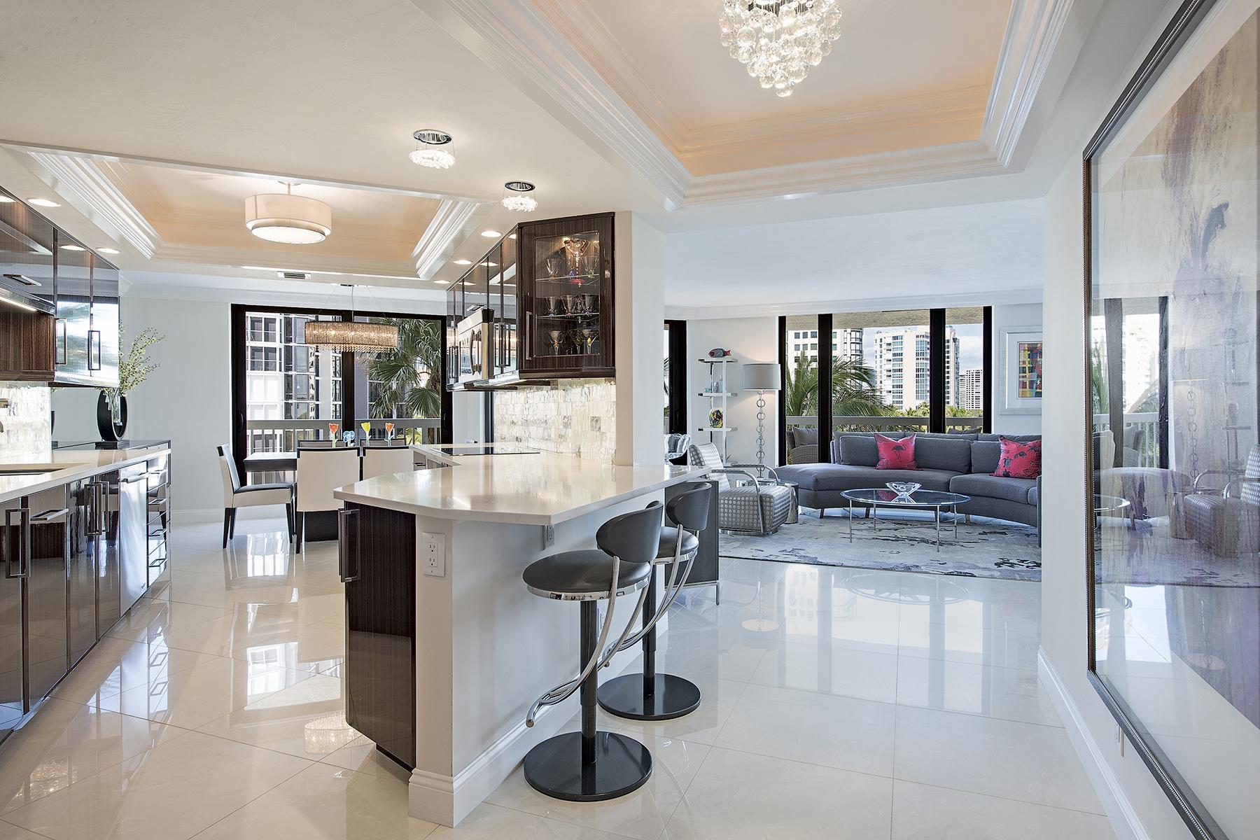 Condominio por un Venta en PARK SHORE - MERIDIAN 4901 Gulf Shore Blvd N 502 Naples, Florida, 34103 Estados Unidos