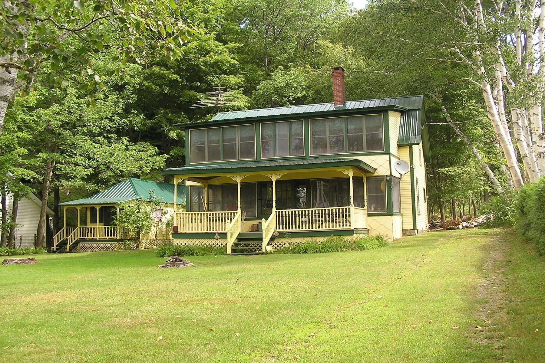 Casa Unifamiliar por un Venta en 1897 Vt Route 5a, Westmore Westmore, Vermont, 05860 Estados Unidos