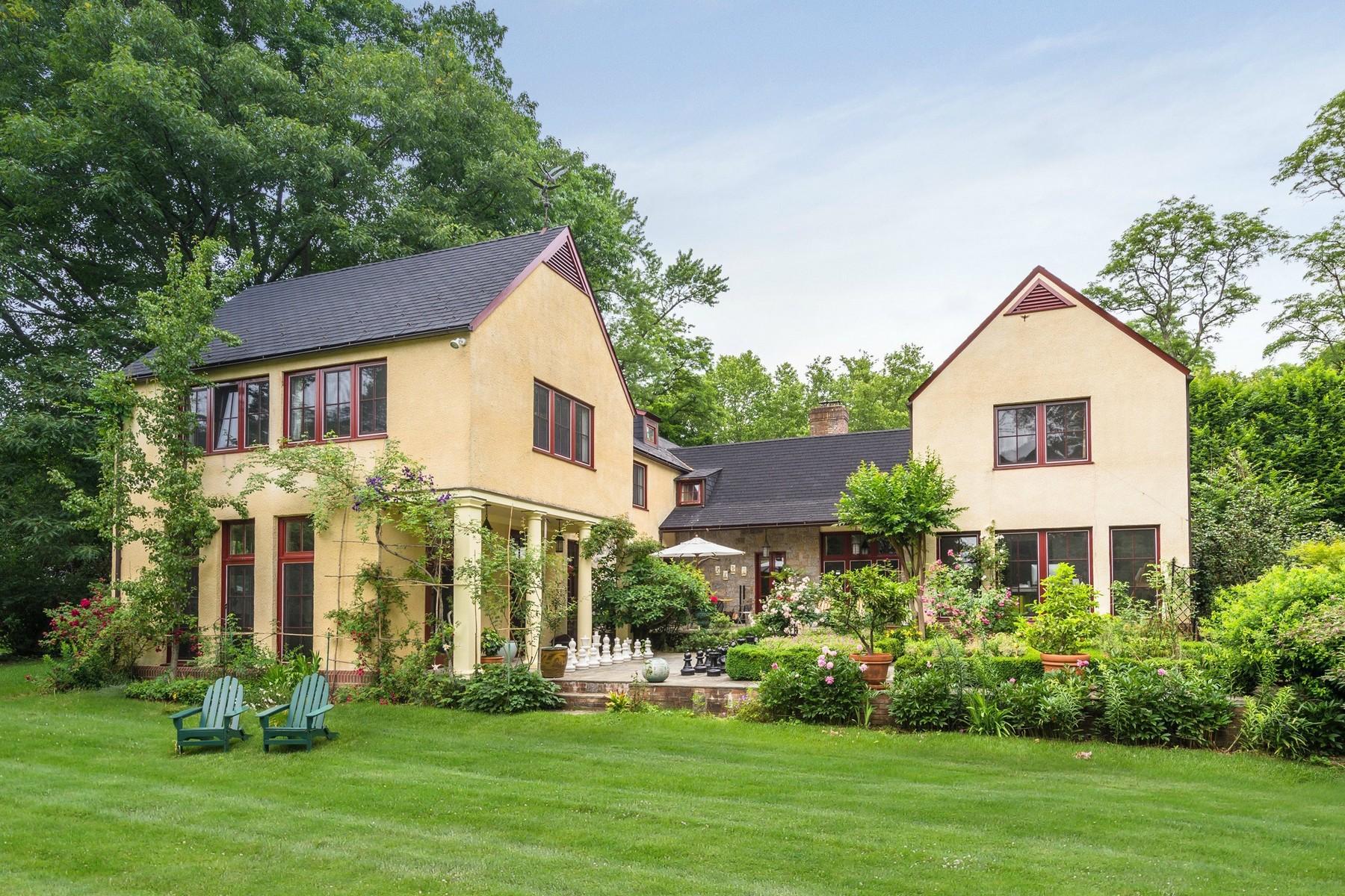 Casa para uma família para Venda às Other 250 Scudders Ln Roslyn Harbor, Nova York 11576 Estados Unidos