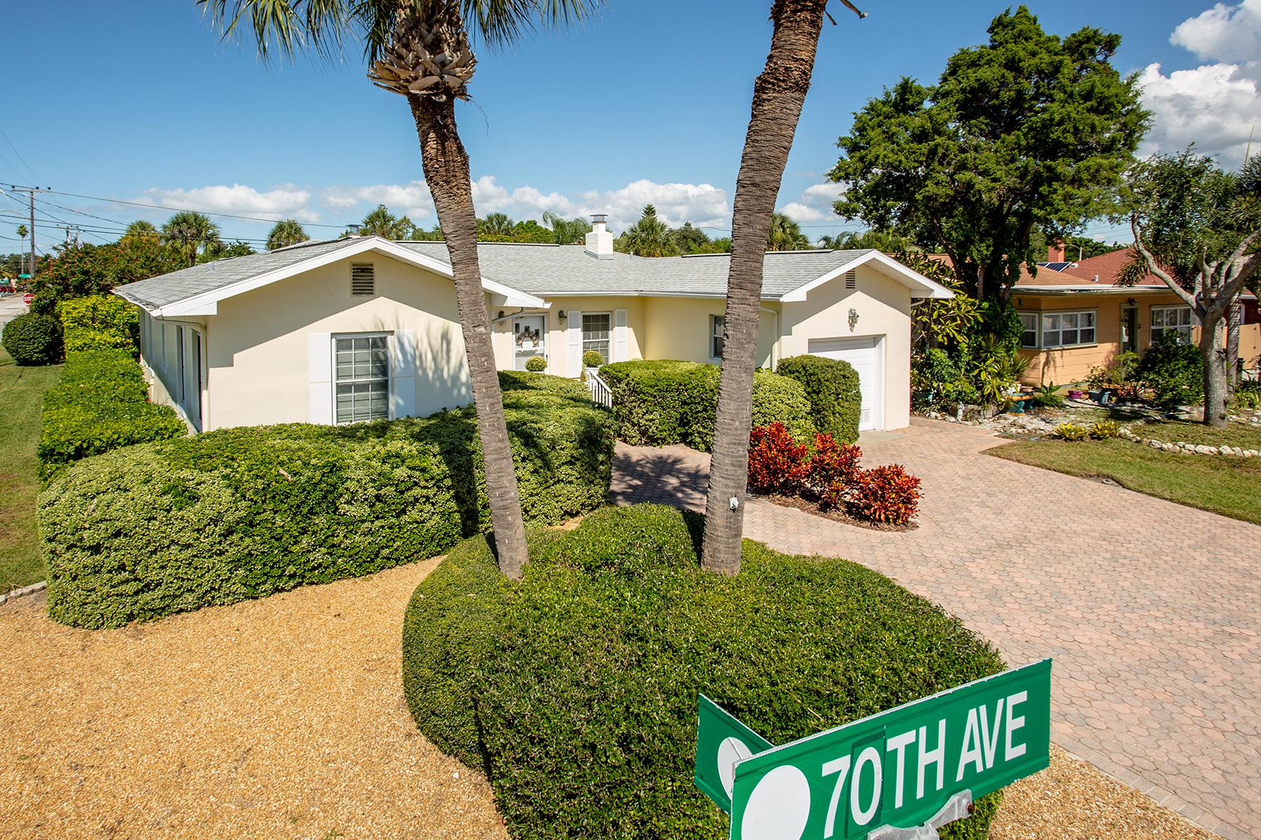 Casa Unifamiliar por un Venta en ST. PETE BEACH 7000 Blind Pass Rd St. Pete Beach, Florida 33706 Estados Unidos