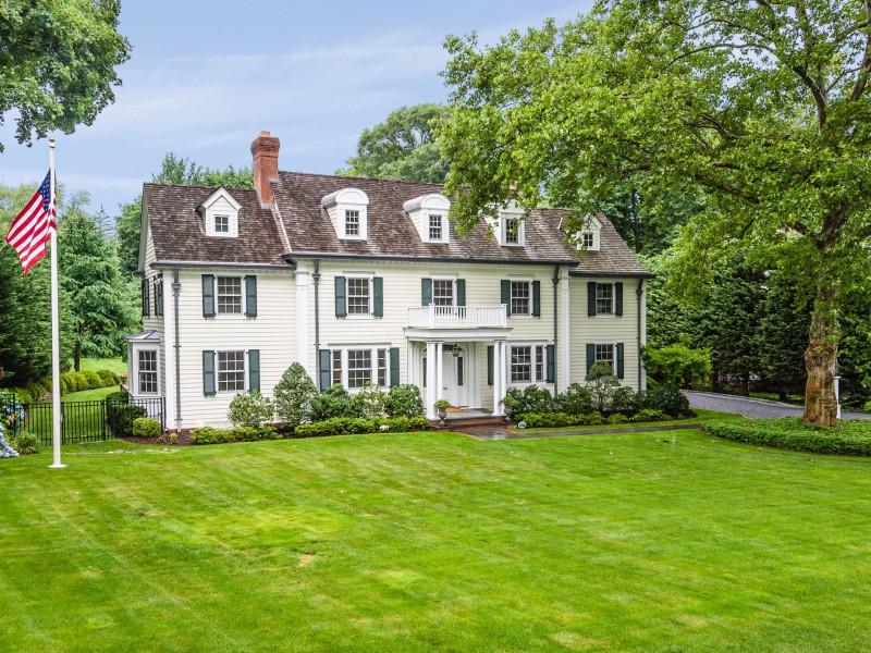 独户住宅 为 销售 在 Colonial 21 Heights Rd Manhasset, 纽约州 11030 美国