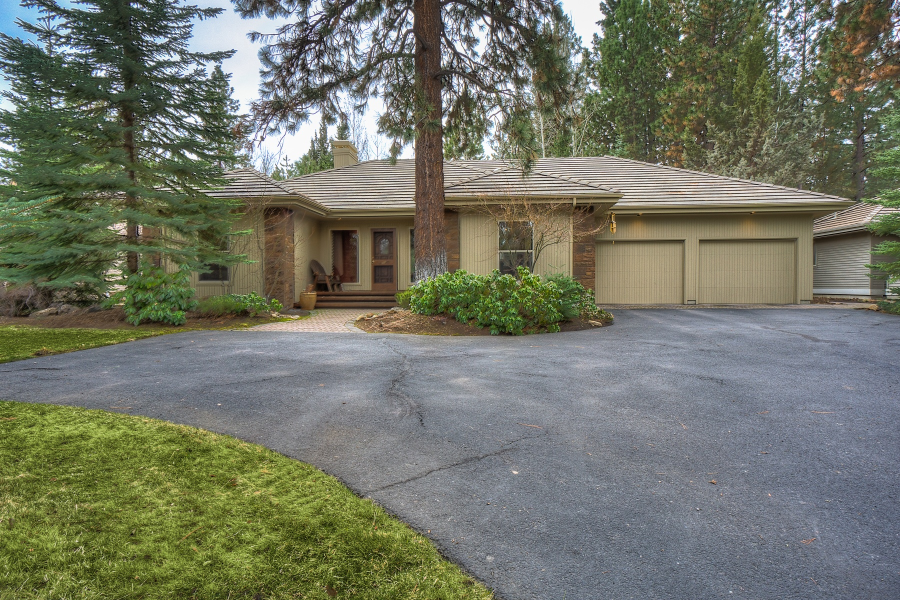 Single Family Home for Sale at Private Setting in Broken Top 19387 Rim Lake Ct Bend, Oregon, 97702 United States