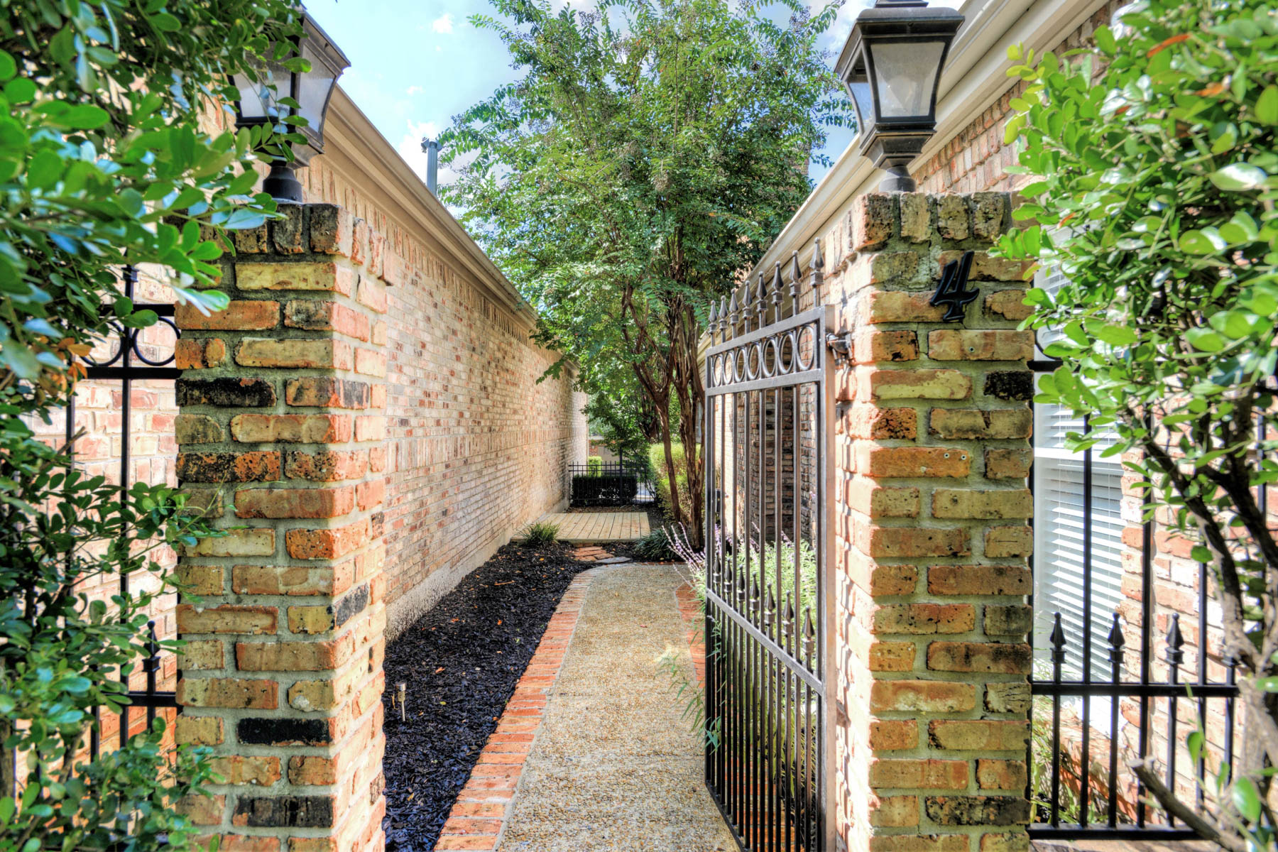 Additional photo for property listing at Charmingly Traditional Home in The Dominion 4 Somerset Arms San Antonio, Texas 78257 Estados Unidos