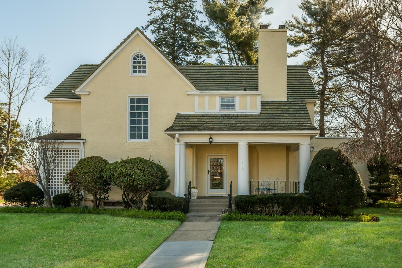 Maison unifamiliale pour l Vente à Colonial 121 Brompton Rd Garden City, New York, 11530 États-Unis
