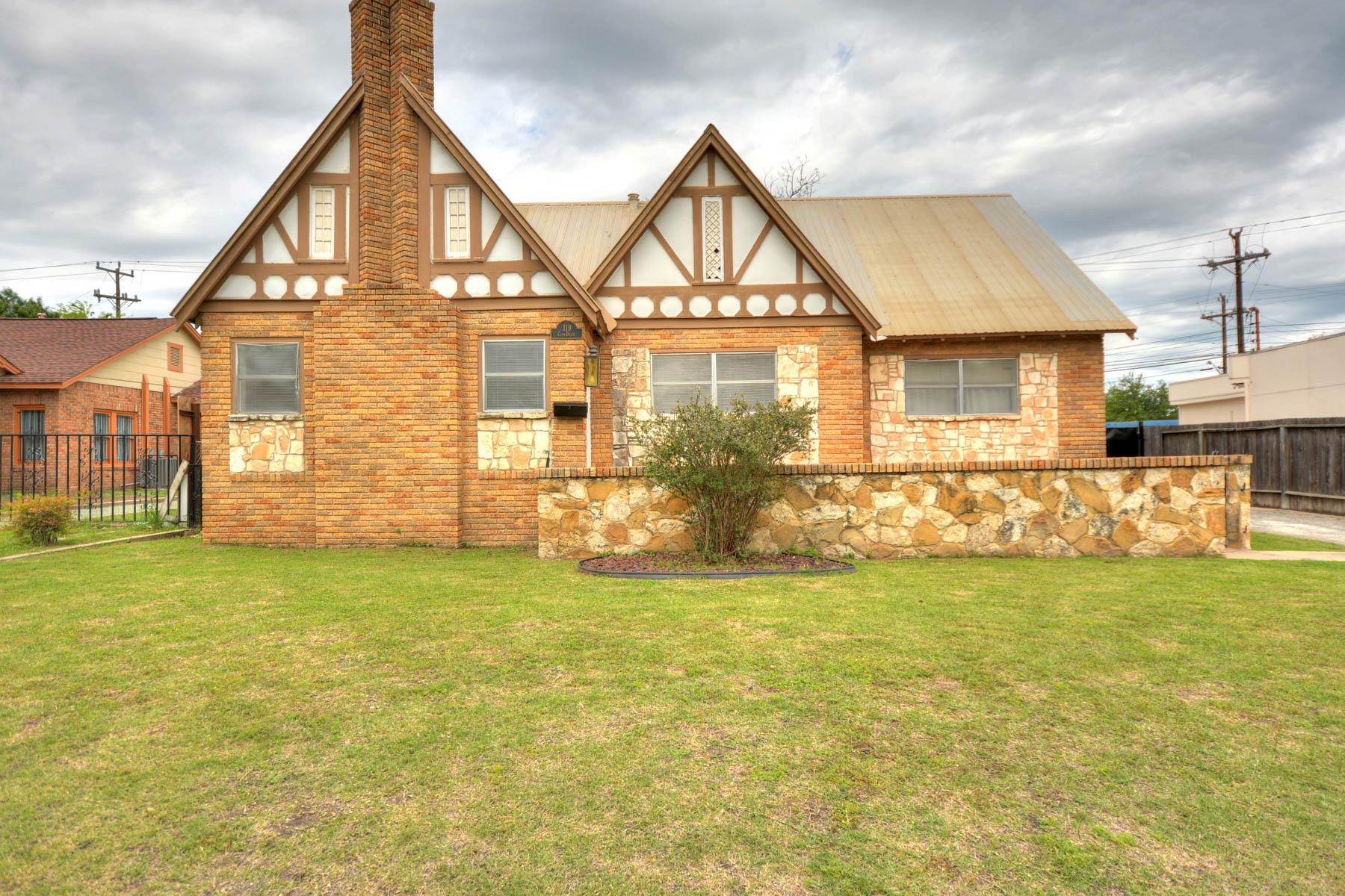 Vivienda unifamiliar por un Venta en Original Home in Historic Monticello Park 119 Club Dr Monticello Park, San Antonio, Texas, 78201 Estados Unidos
