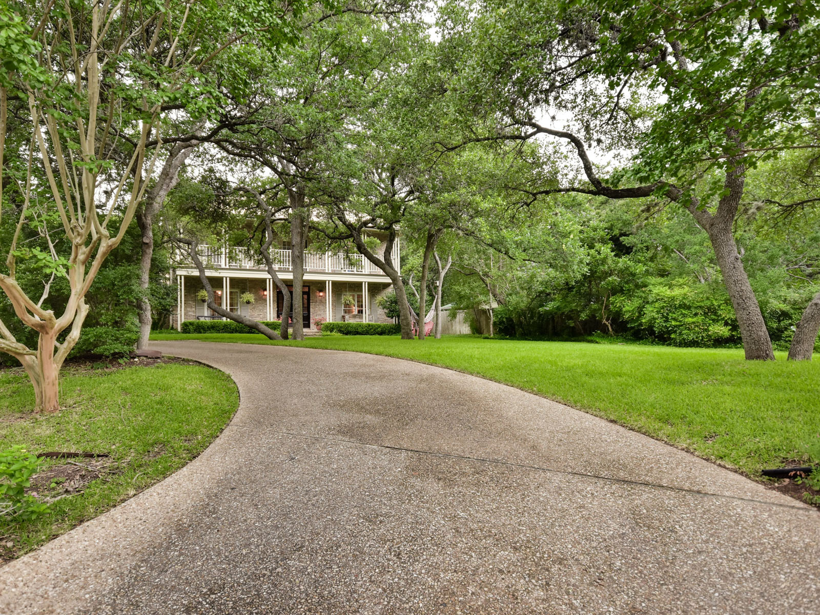 Maison unifamiliale pour l Vente à In the Heart of Rollingwood 4 Michele Cir Austin, Texas, 78746 États-Unis
