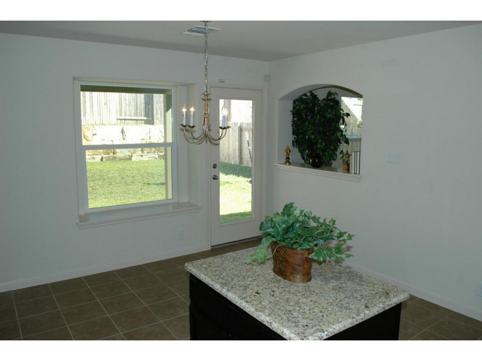 Additional photo for property listing at Brand New Build 2033 Nestlewood Dr Austin, Texas 78754 Estados Unidos
