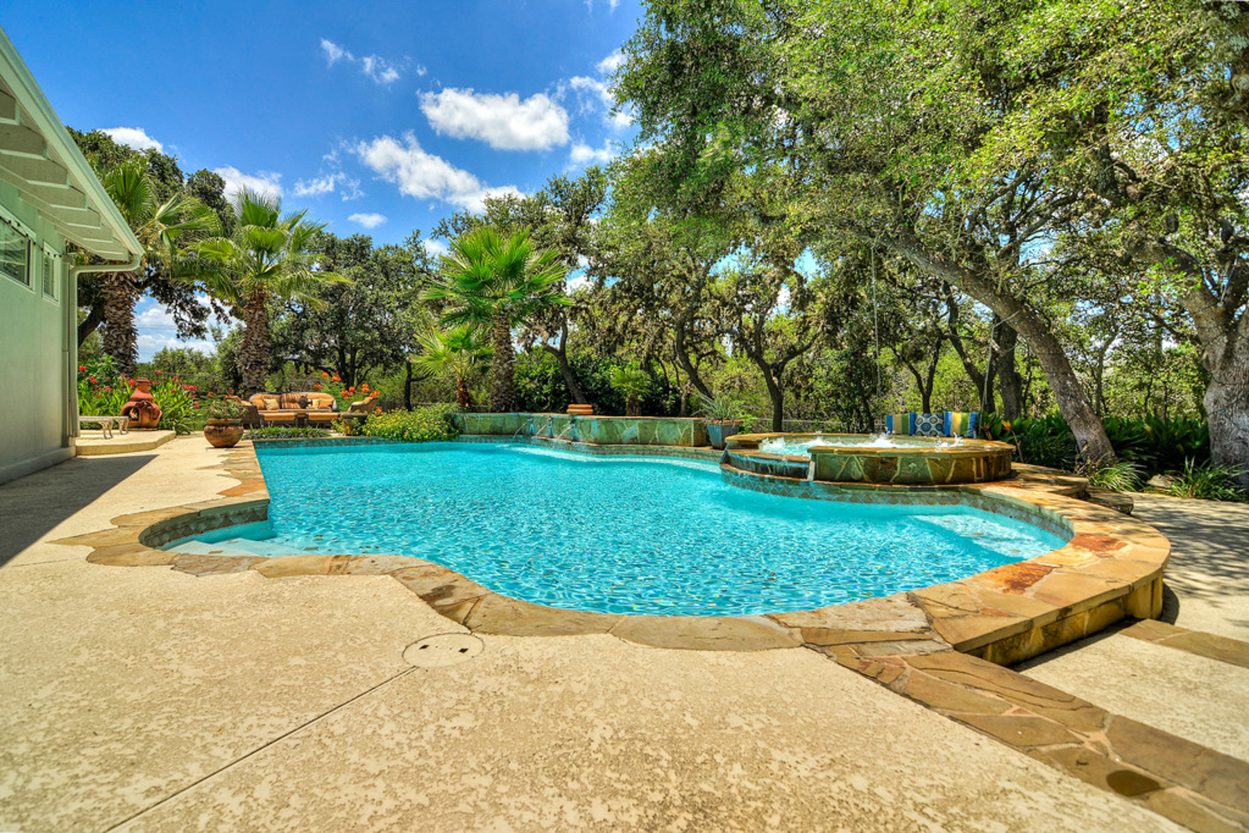Additional photo for property listing at Stunning Estate in Fair Oaks Ranch 29319 Seabiscuit Dr Boerne, Texas 78015 Estados Unidos