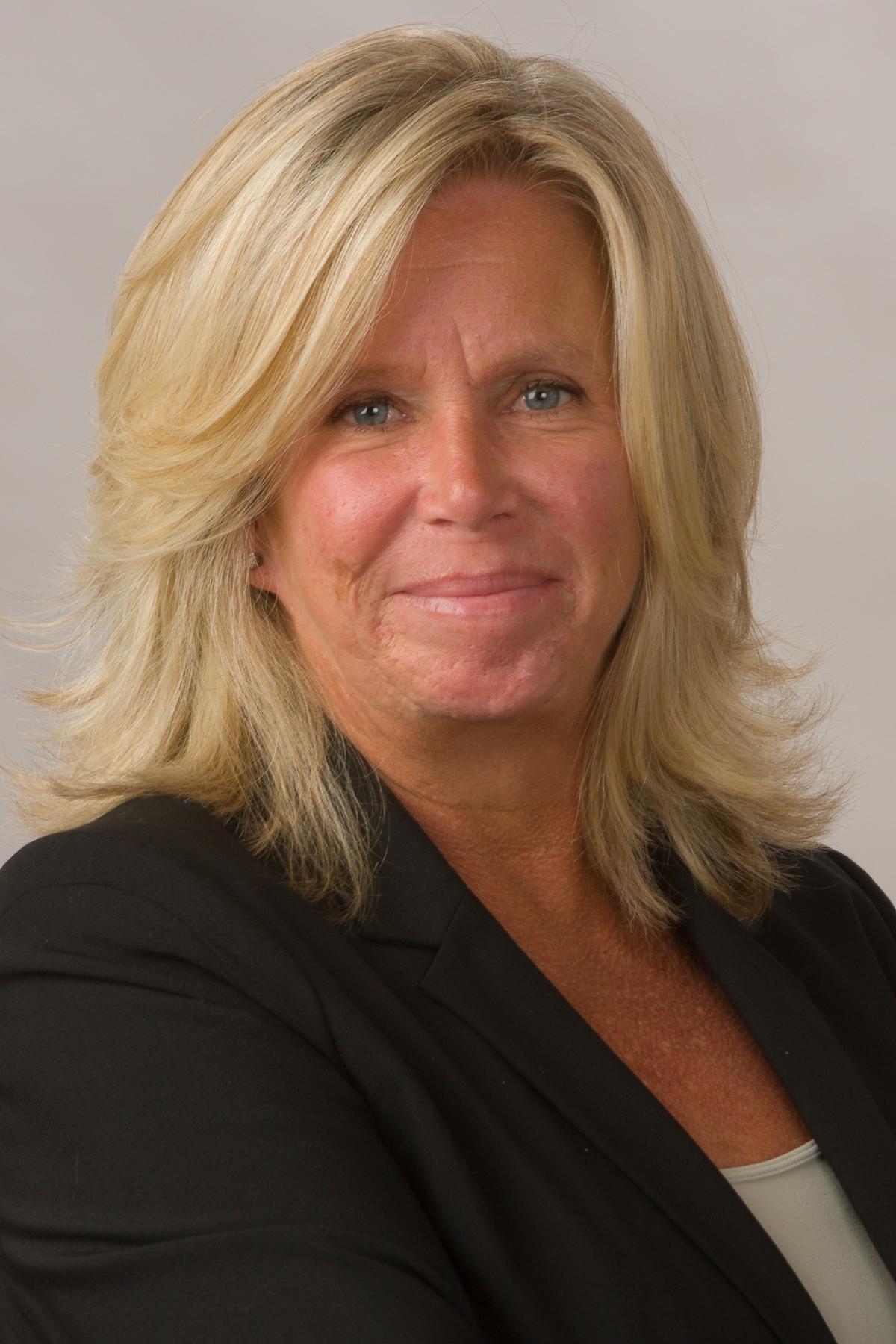 Ellen Curtin-Becker