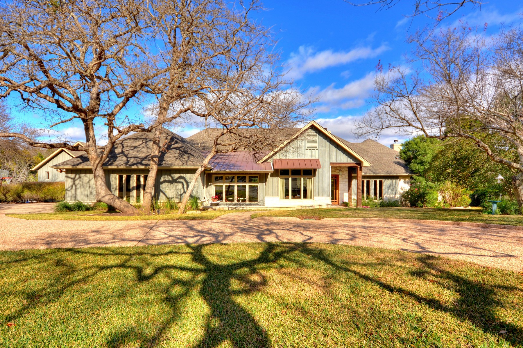 Single Family Home for Sale at A Rare Find 5 Clarendon Ln Austin, Texas 78746 United States