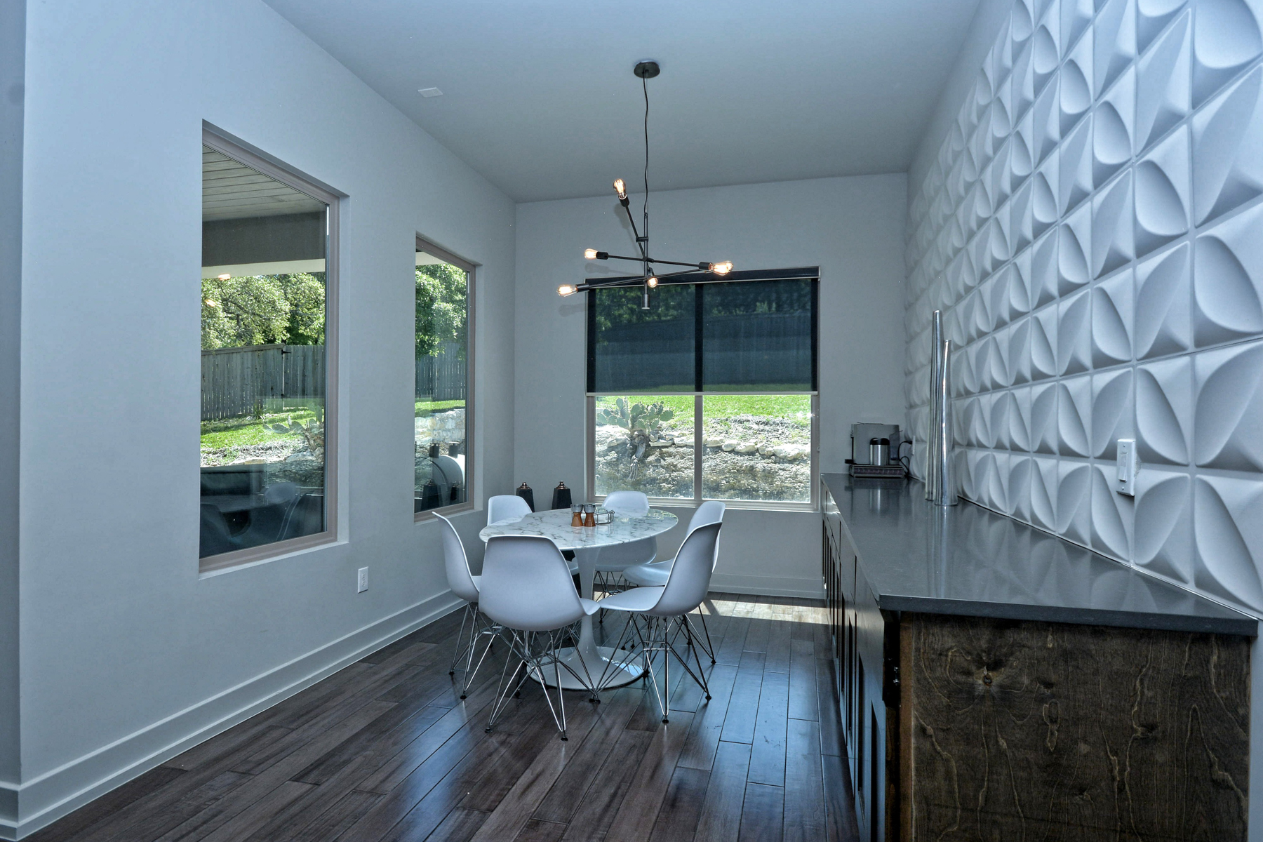 Additional photo for property listing at Stunning and Contemporary Home in Cresta Bella 7010 Cresta Bulivar San Antonio, Texas 78256 Estados Unidos